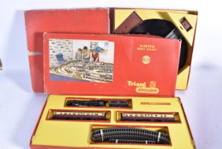 Tri-ang Railways 00 Gauge Train Sets Long Straights and Turntable, RS2 comprising maroon 'Princess