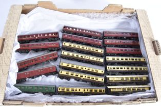 Tri-ang TT Gauge unboxed Passenger Rolling Stock, Pullman Cars 'Snipe' and Eagle (name scuffed),