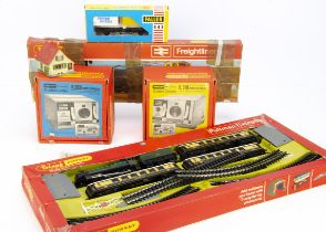Tri-ang Hornby 00 Gauge Train Sets, R645 Freightliner Train Pack comprising, BR blue Hymek and three