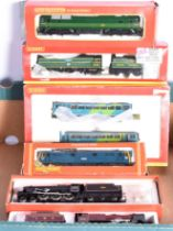 Hornby 00 Gauge Locomotives and Railbus, R2220 BR green Battle of Britain Class 34081 '92 Squadron',