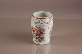 A late 19th century Sampson porcelain tankard, 14cm, in the manner of a Chinese export armorial