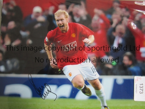 MAN UNITED Ten, 6 colour and 4 B/W autographed 16 x 12 photos of former players Scholes, Aston,