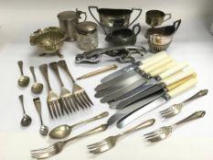 A small collection of metalware including a silver