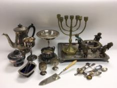 A collection of metalware including various silver