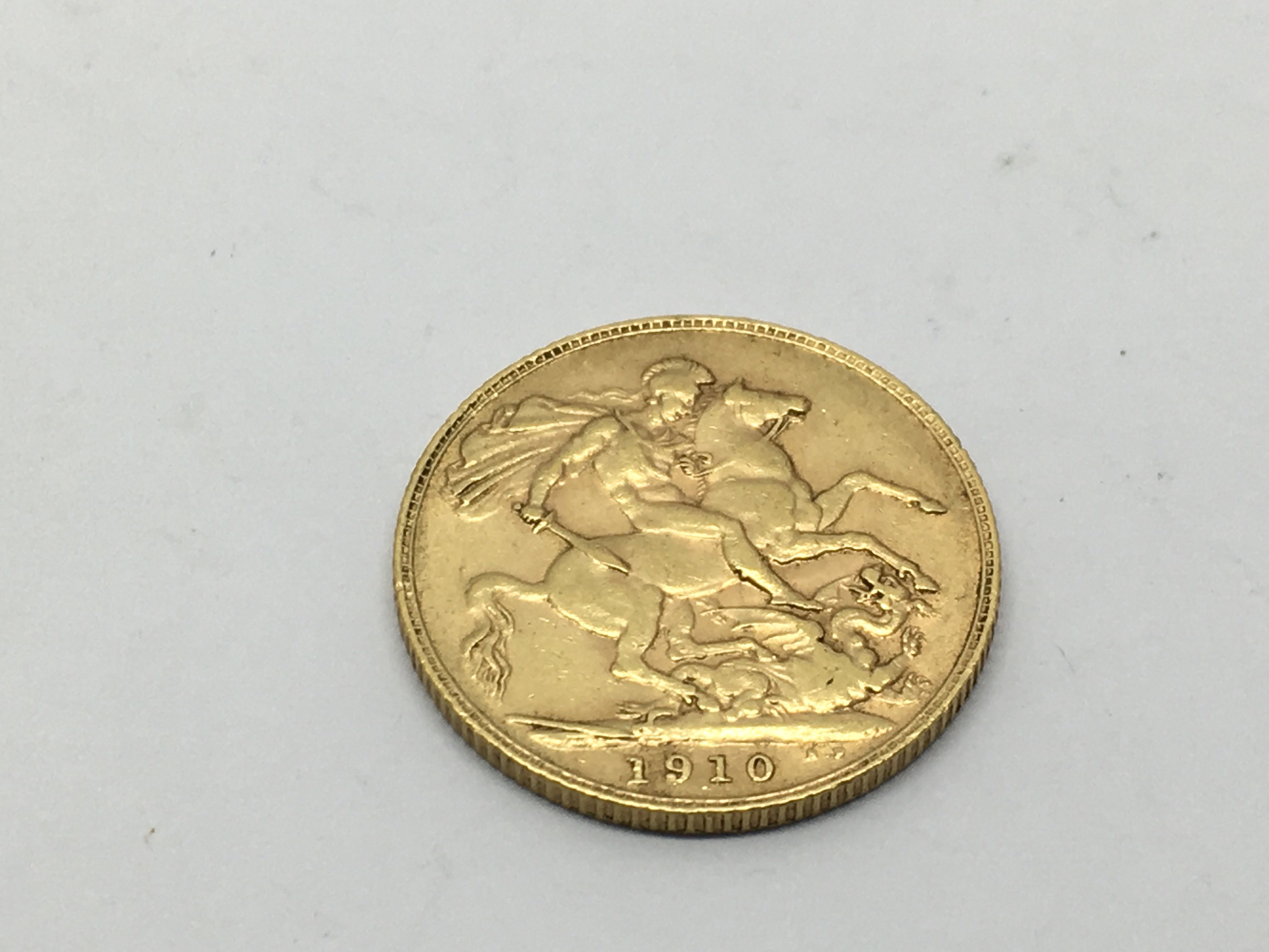 A 1910 gold sovereign, approx 8g.