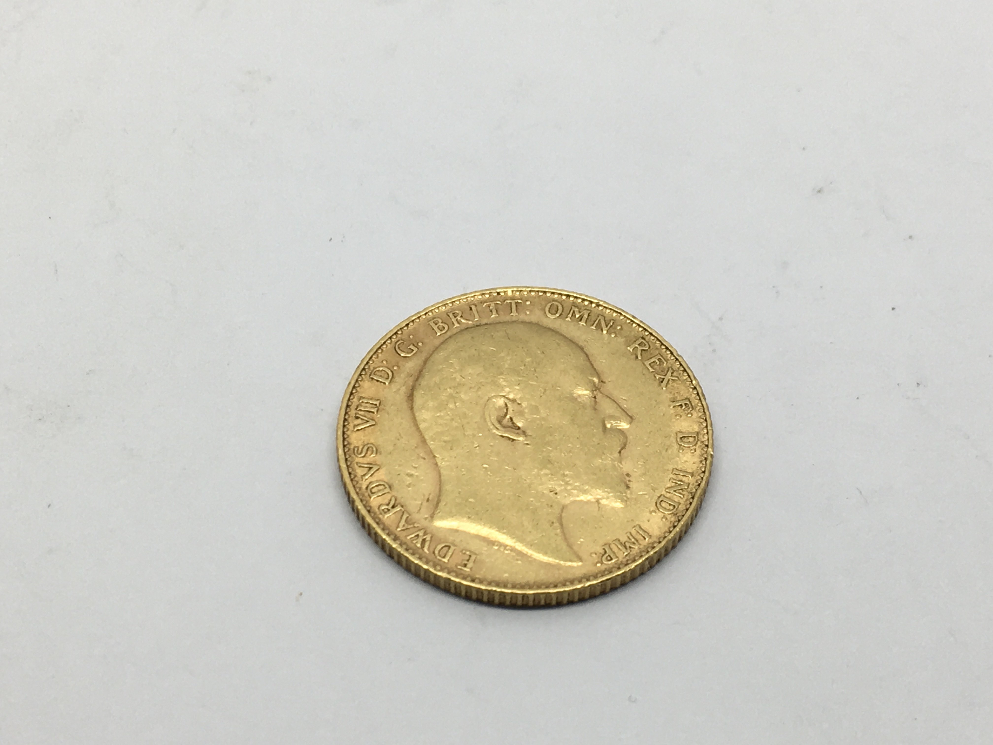 A 1910 gold sovereign, approx 8g. - Image 2 of 2