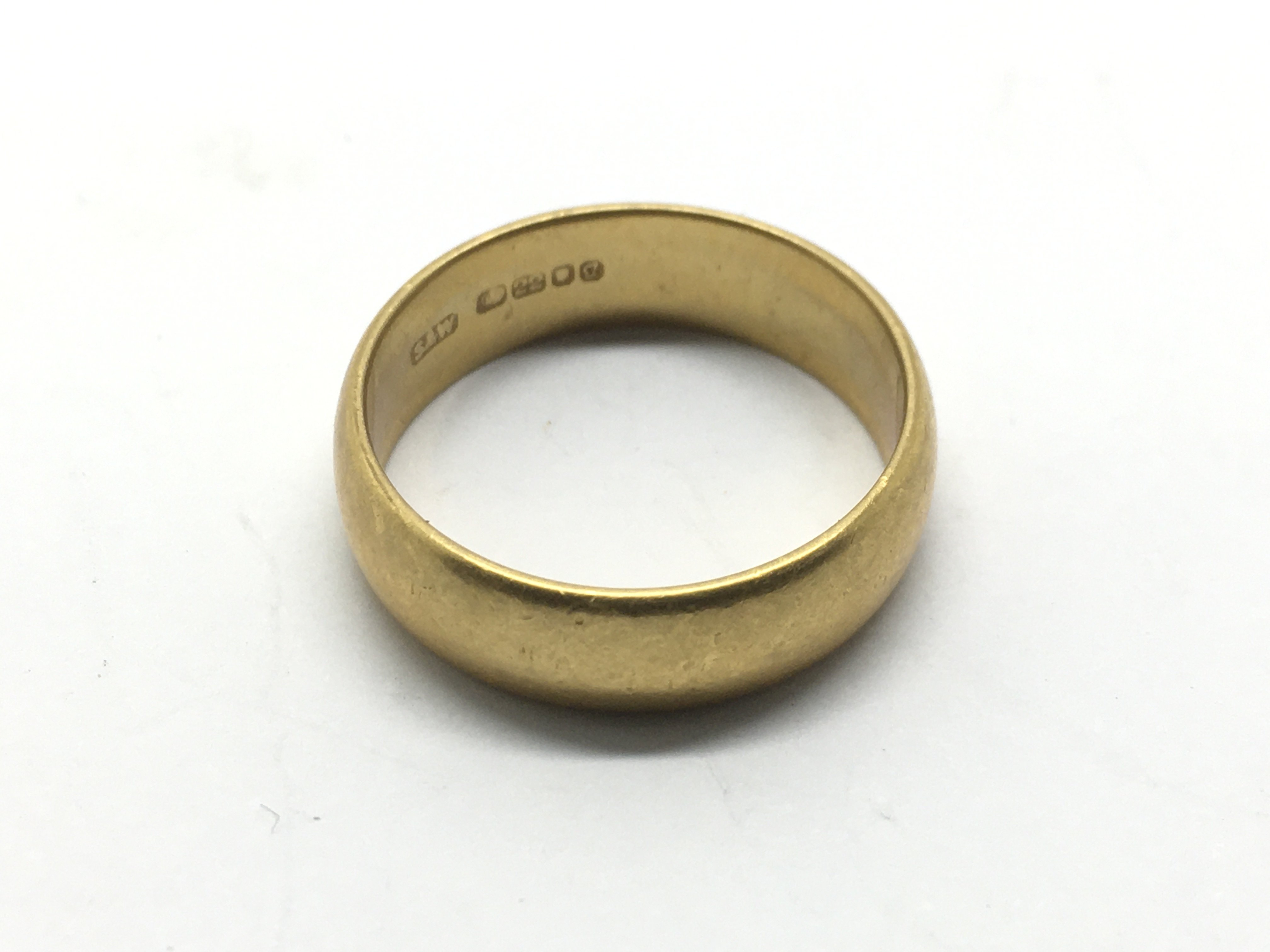A 22ct gold wedding band, approx 7g.