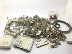 A collection of silver jewellery comprising neckla