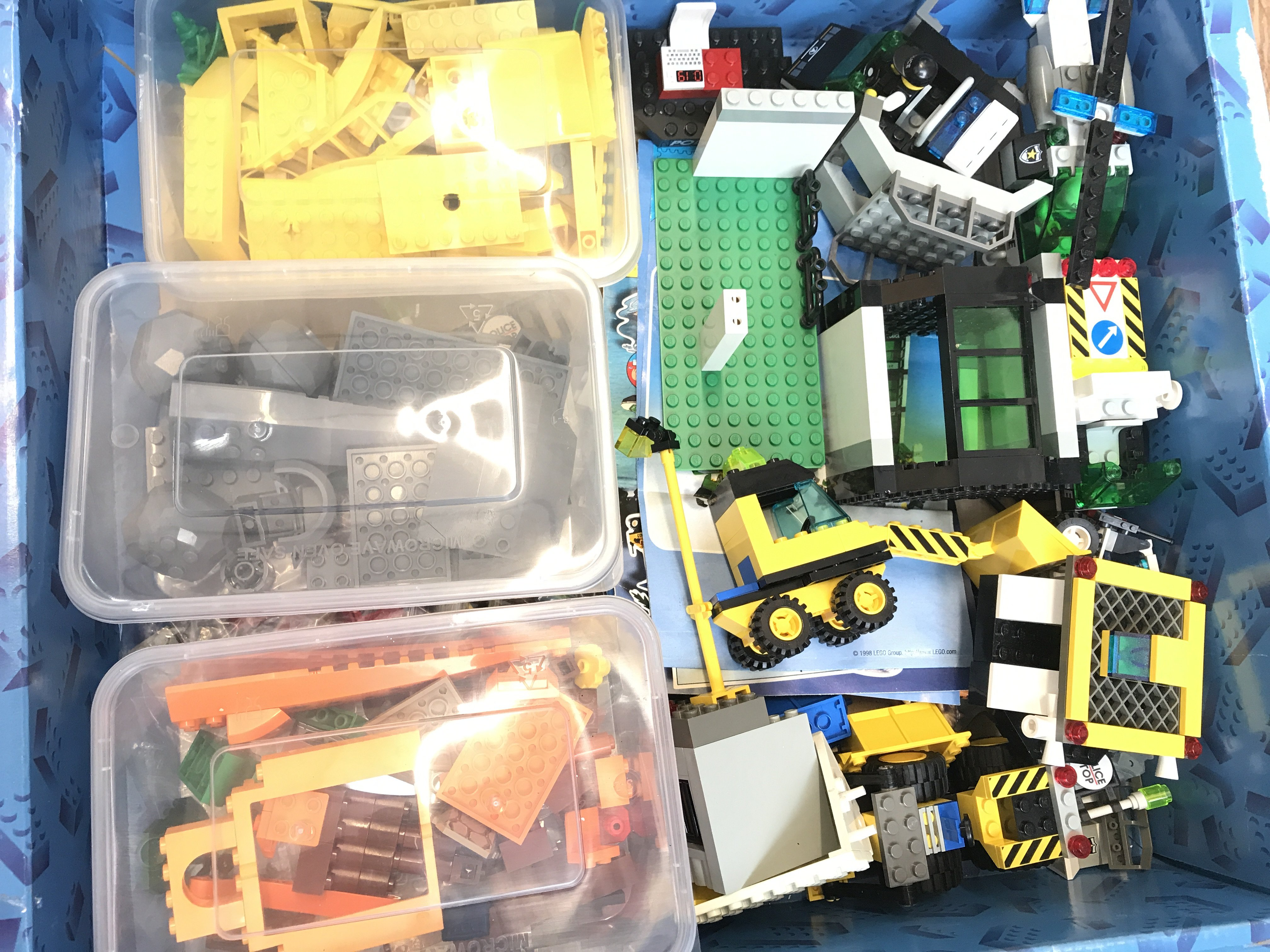 A large Collection of loose Lego including railway - Image 4 of 4