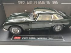 A Sun Star Aston Martin DB5 Boxed Scale 1:18