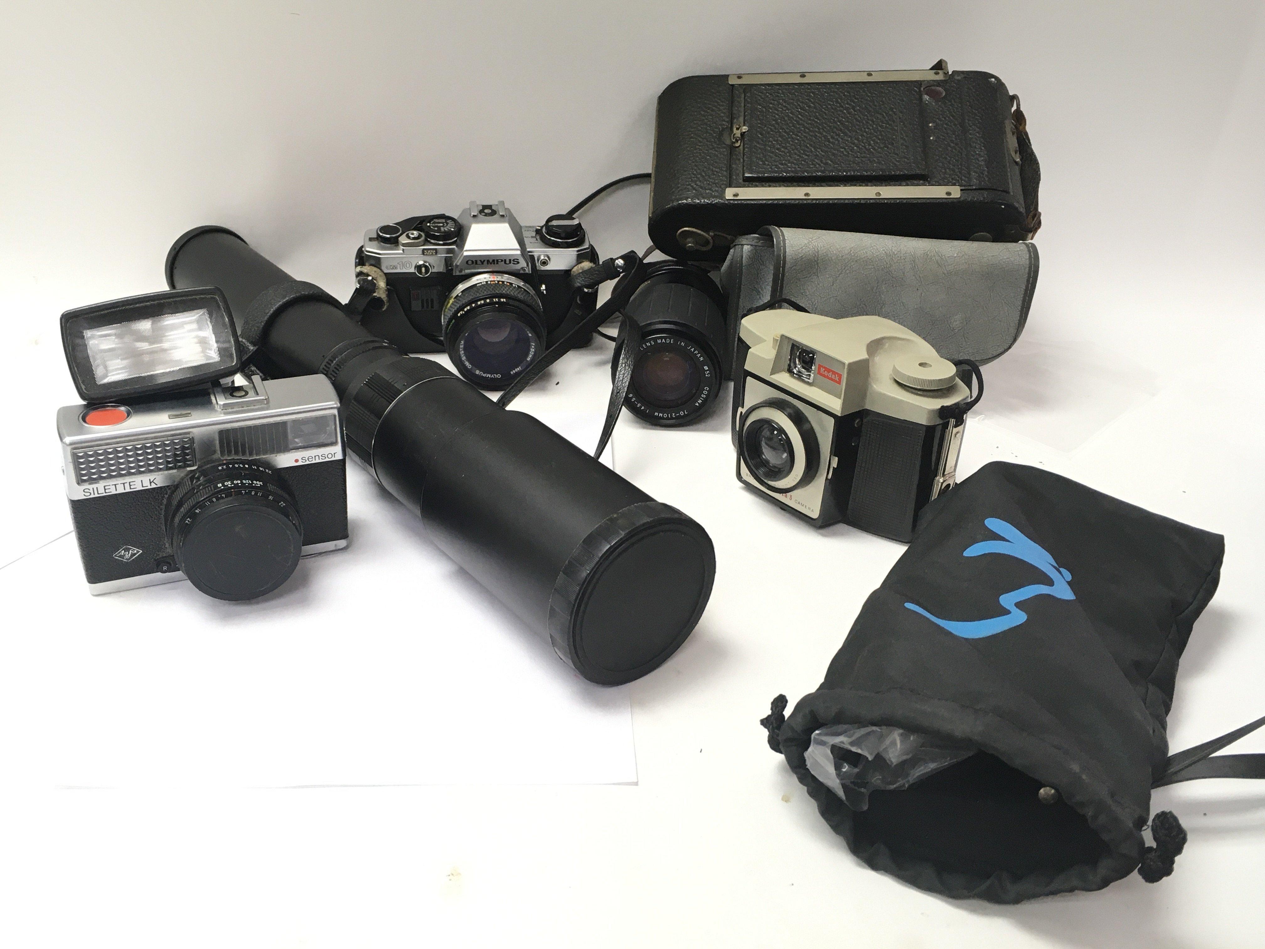 A lot of four cameras including a Silette LK, a Ko