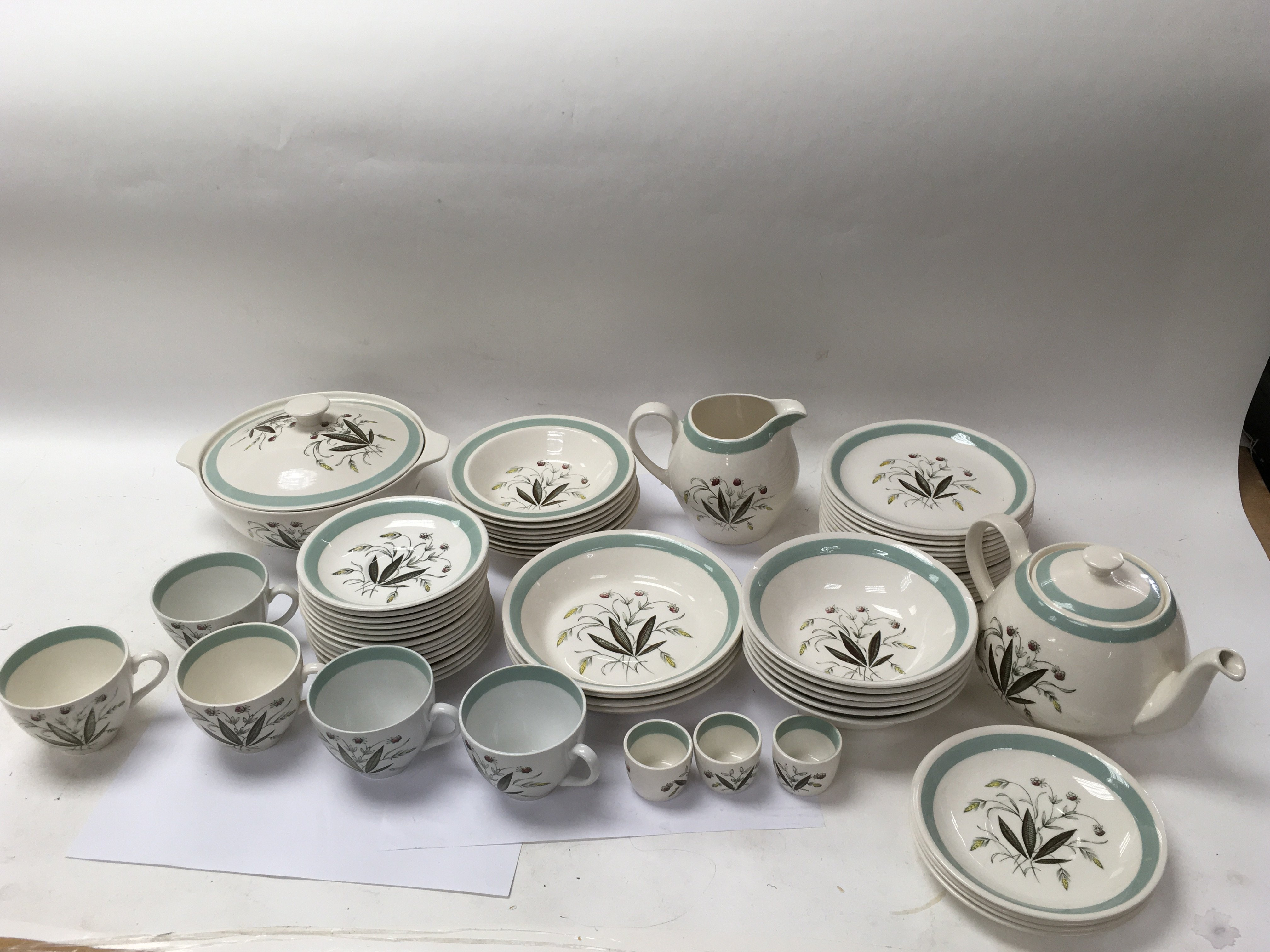 A collective lot of Alfred Meakin ceramics. A mixe