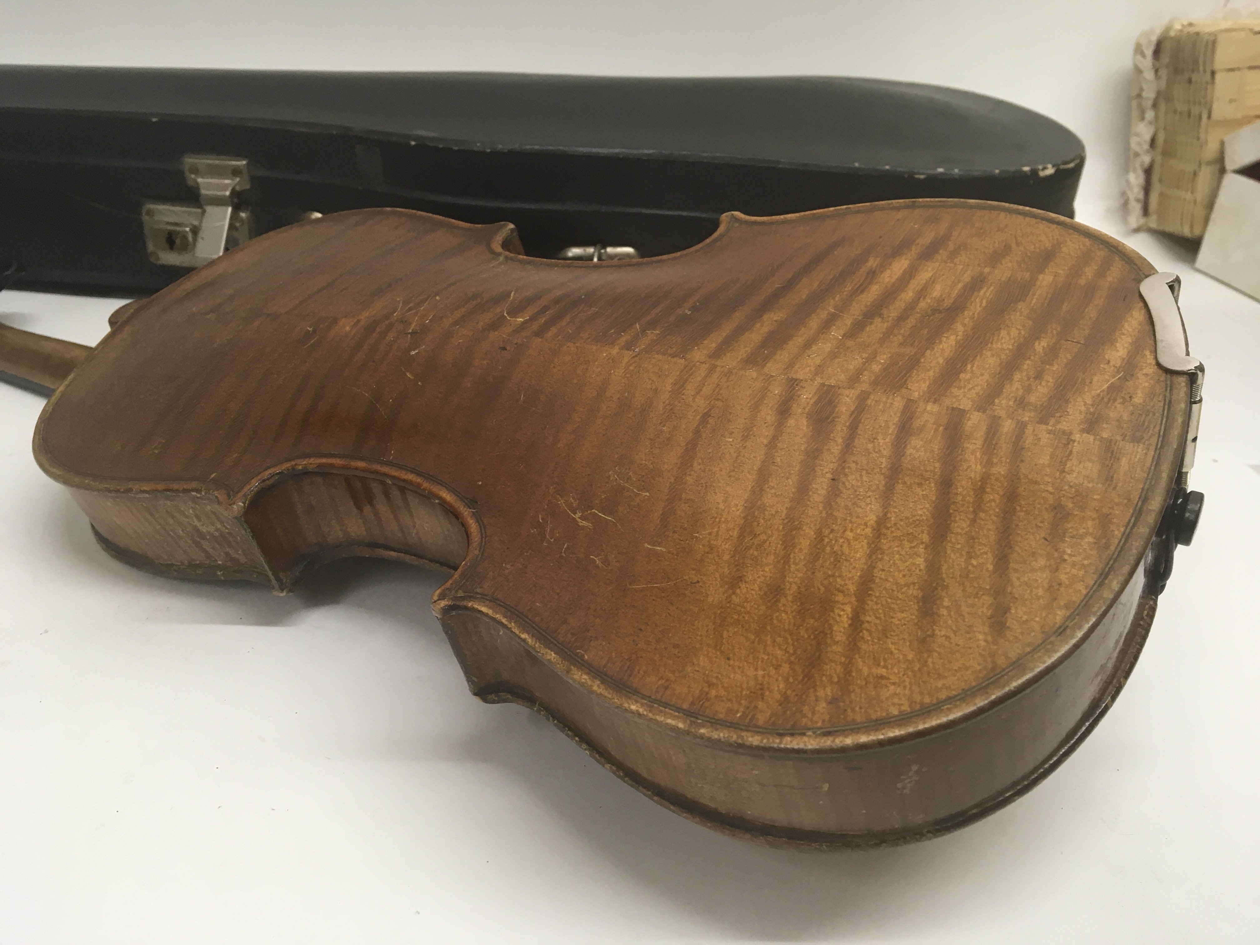 A Quality Victorian English violin maker William B - Image 3 of 6