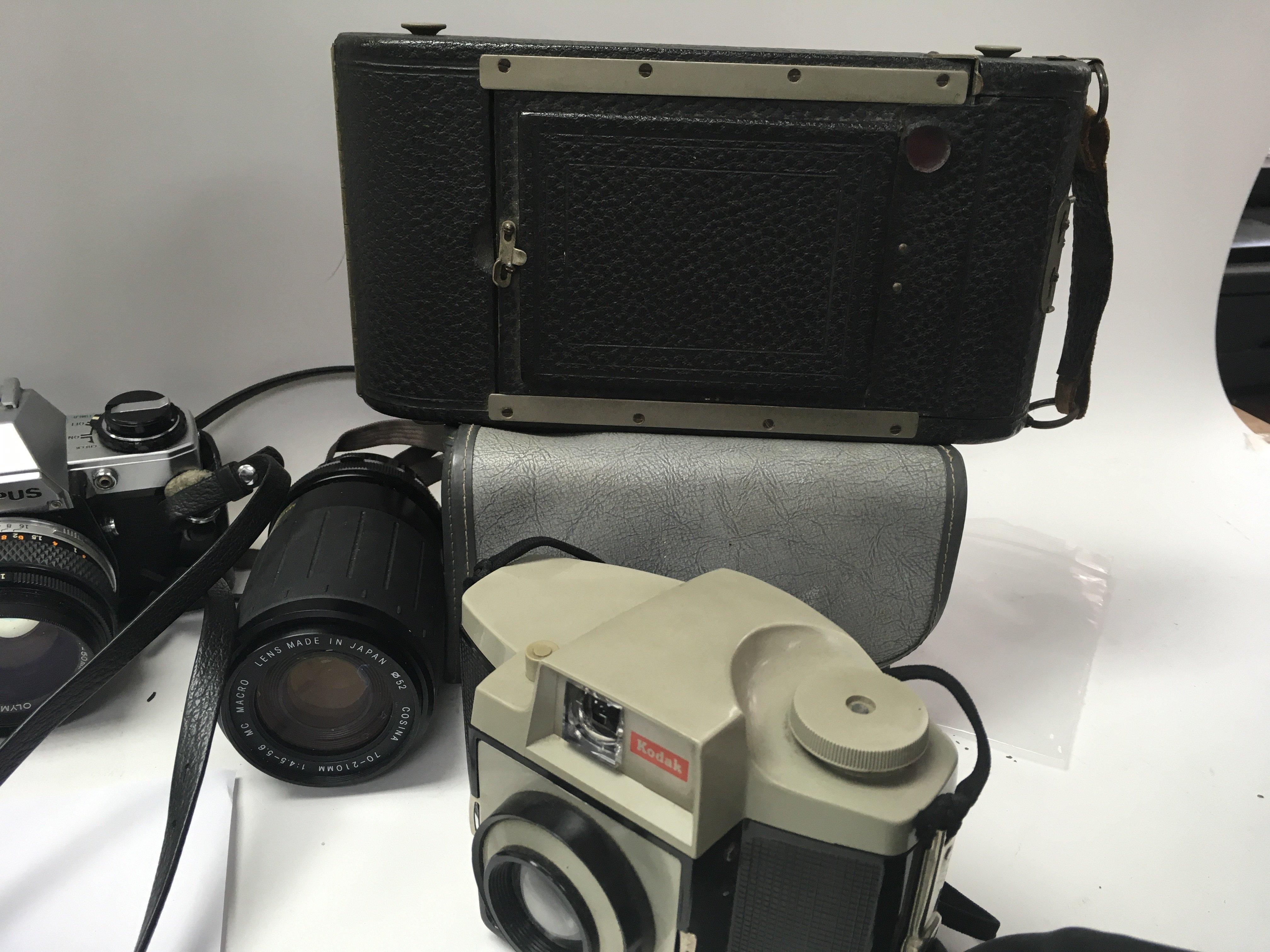 A lot of four cameras including a Silette LK, a Ko - Image 2 of 3