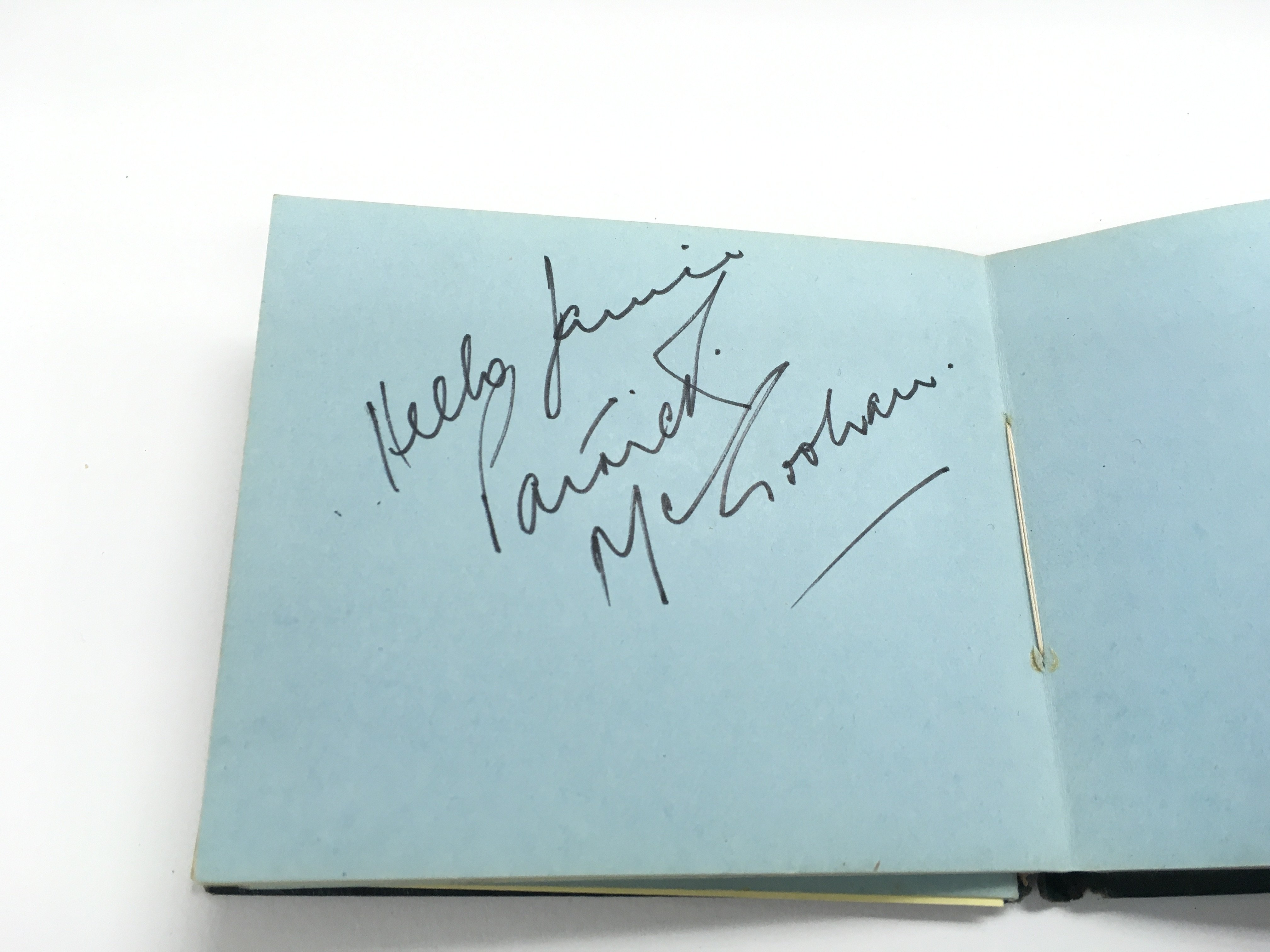 An autograph booklet containing various autographs - Image 4 of 5