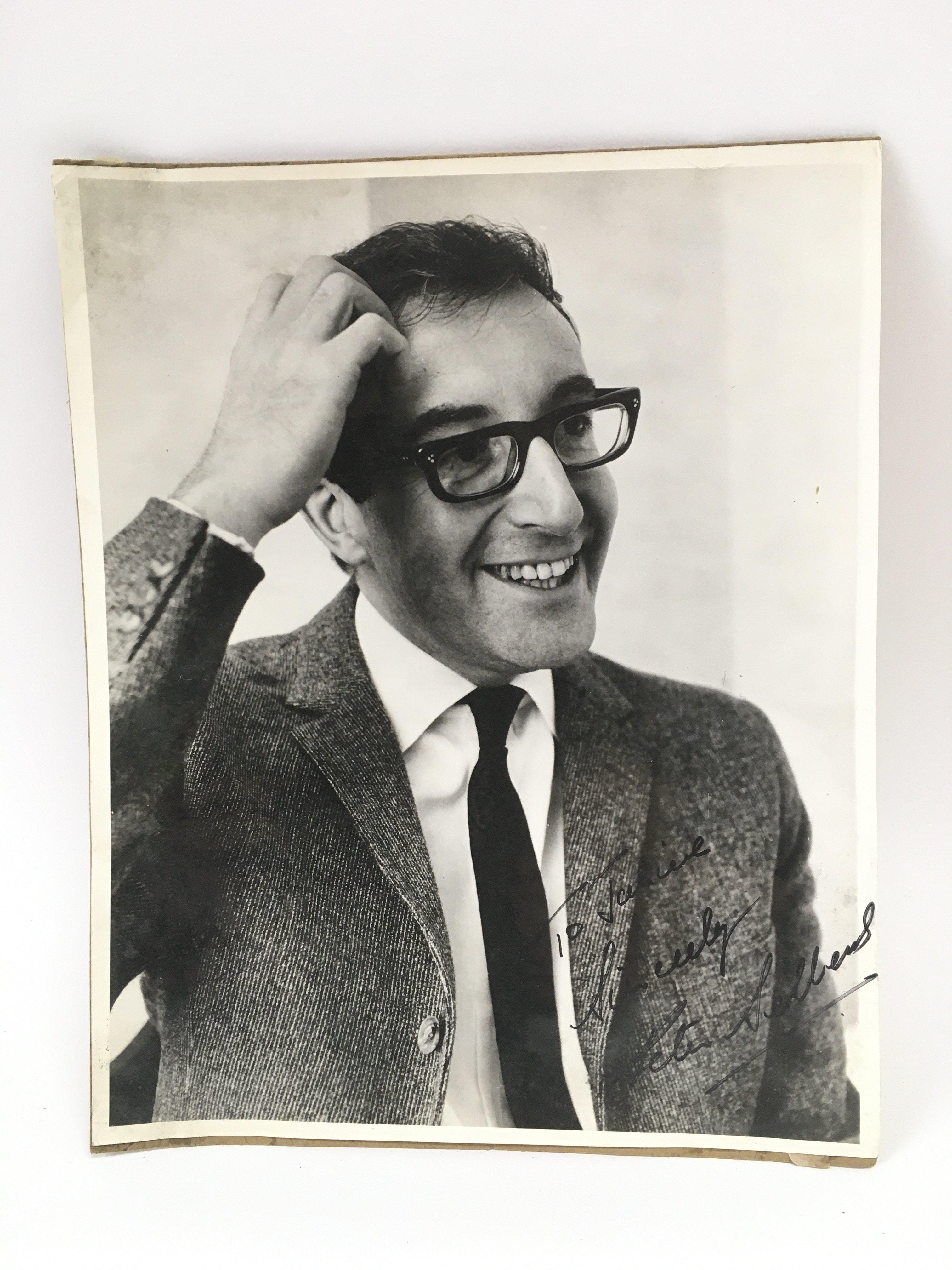 A signed photo of Peter Sellers, approx 20cm x 26c