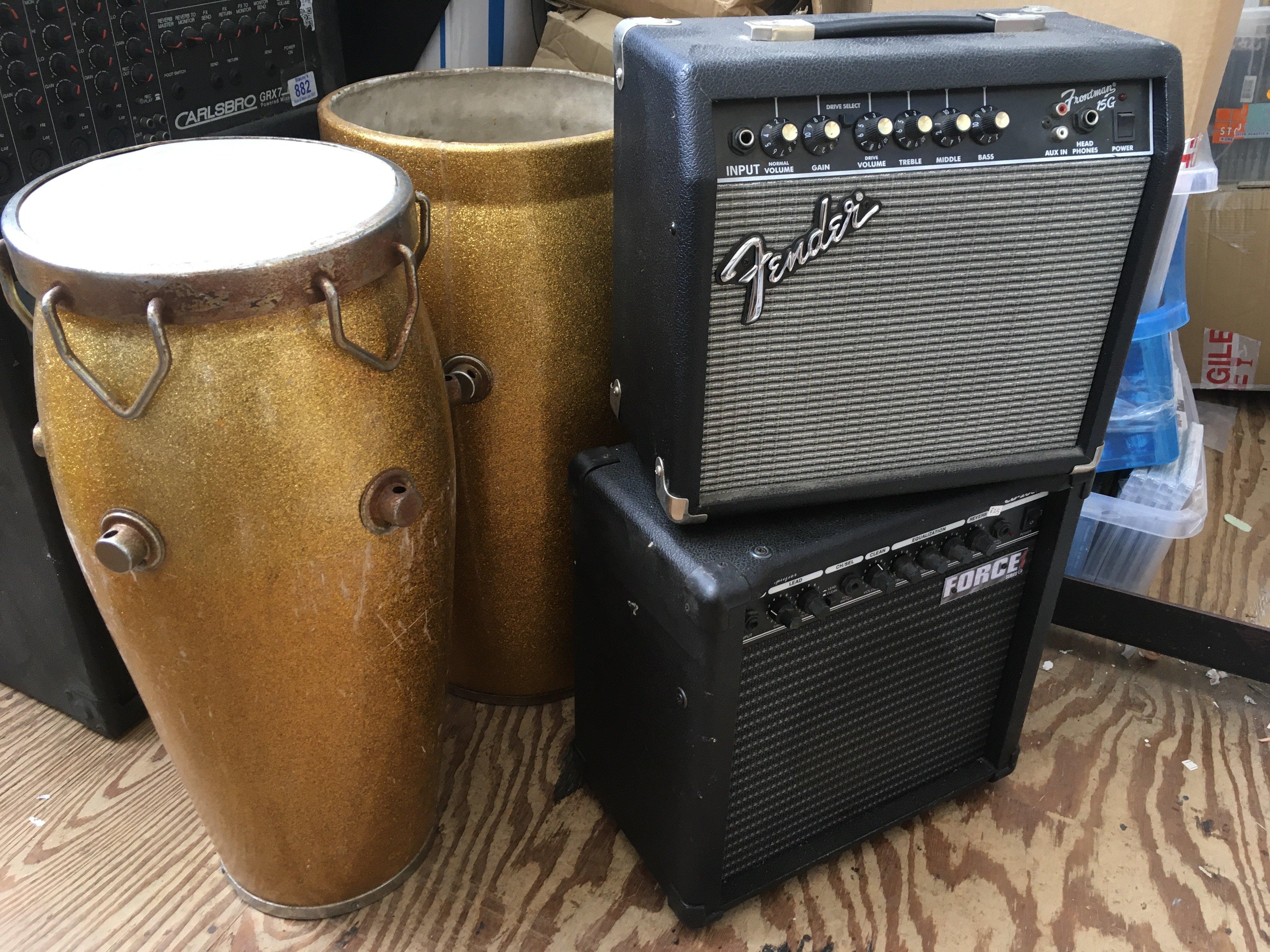 A Fender Frontman 15G gutar amplifier, a Force CD2