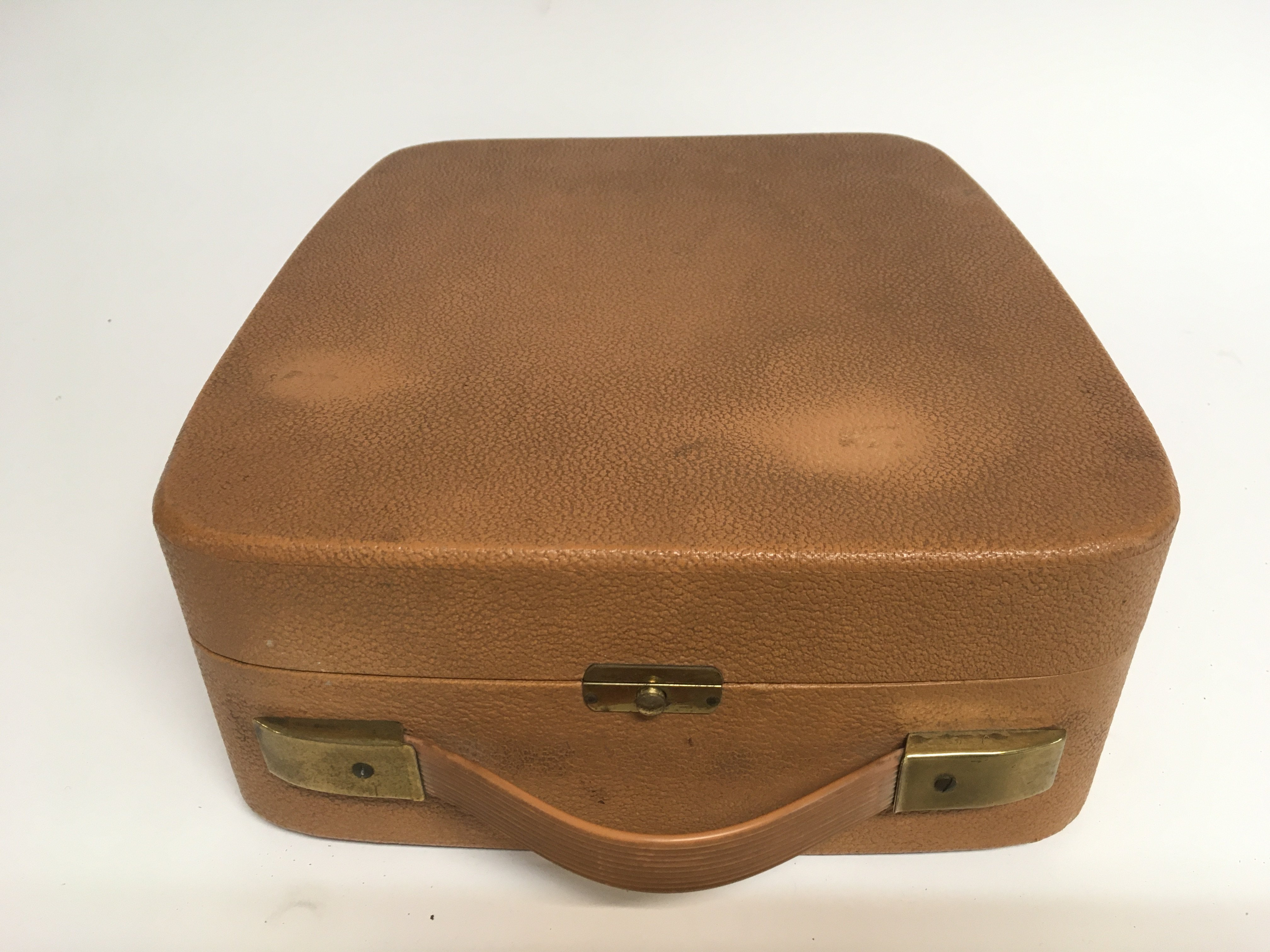 A circa 1950s Philips single play portable record - Image 2 of 2