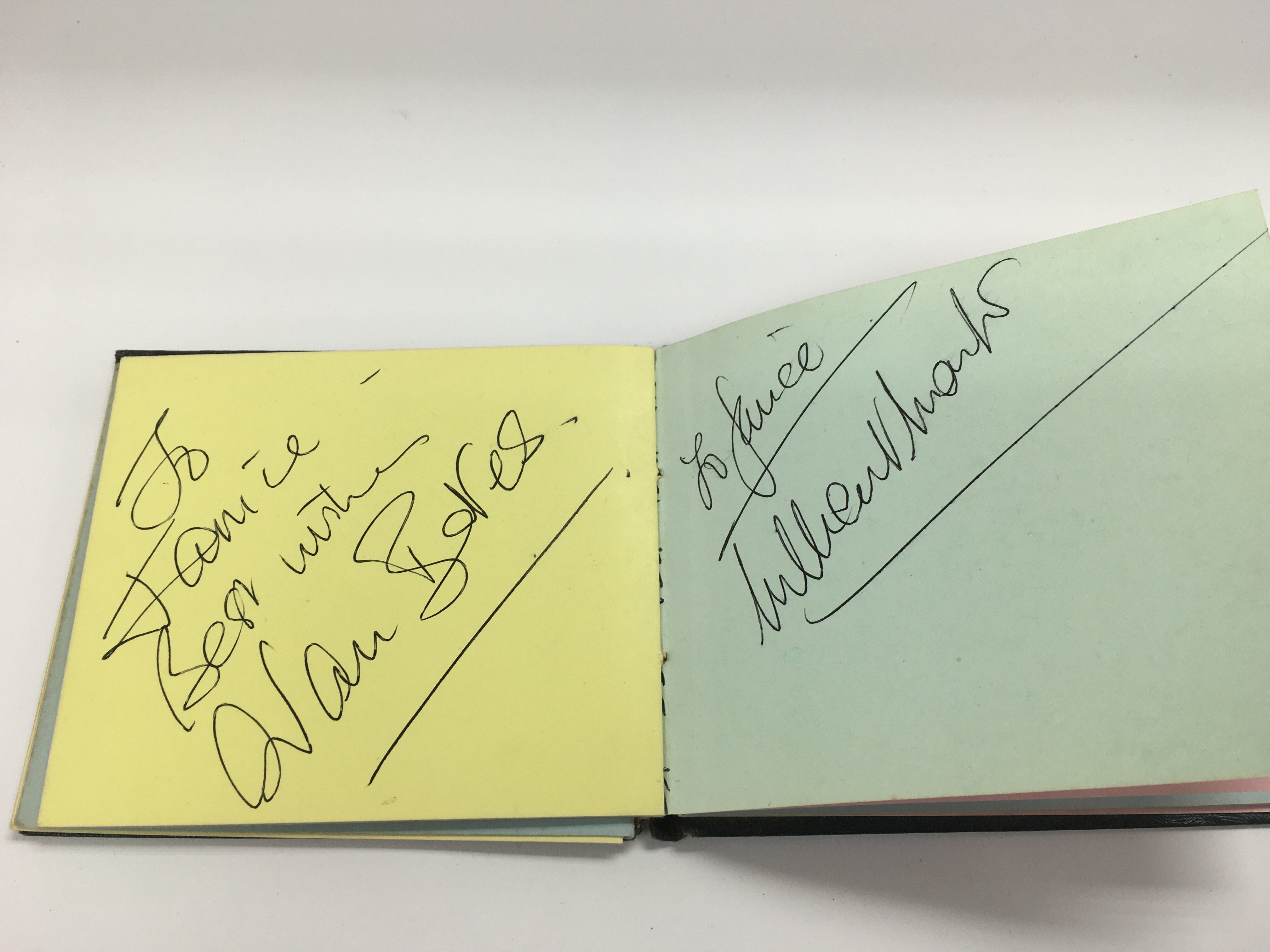 An autograph booklet containing various autographs - Image 3 of 5