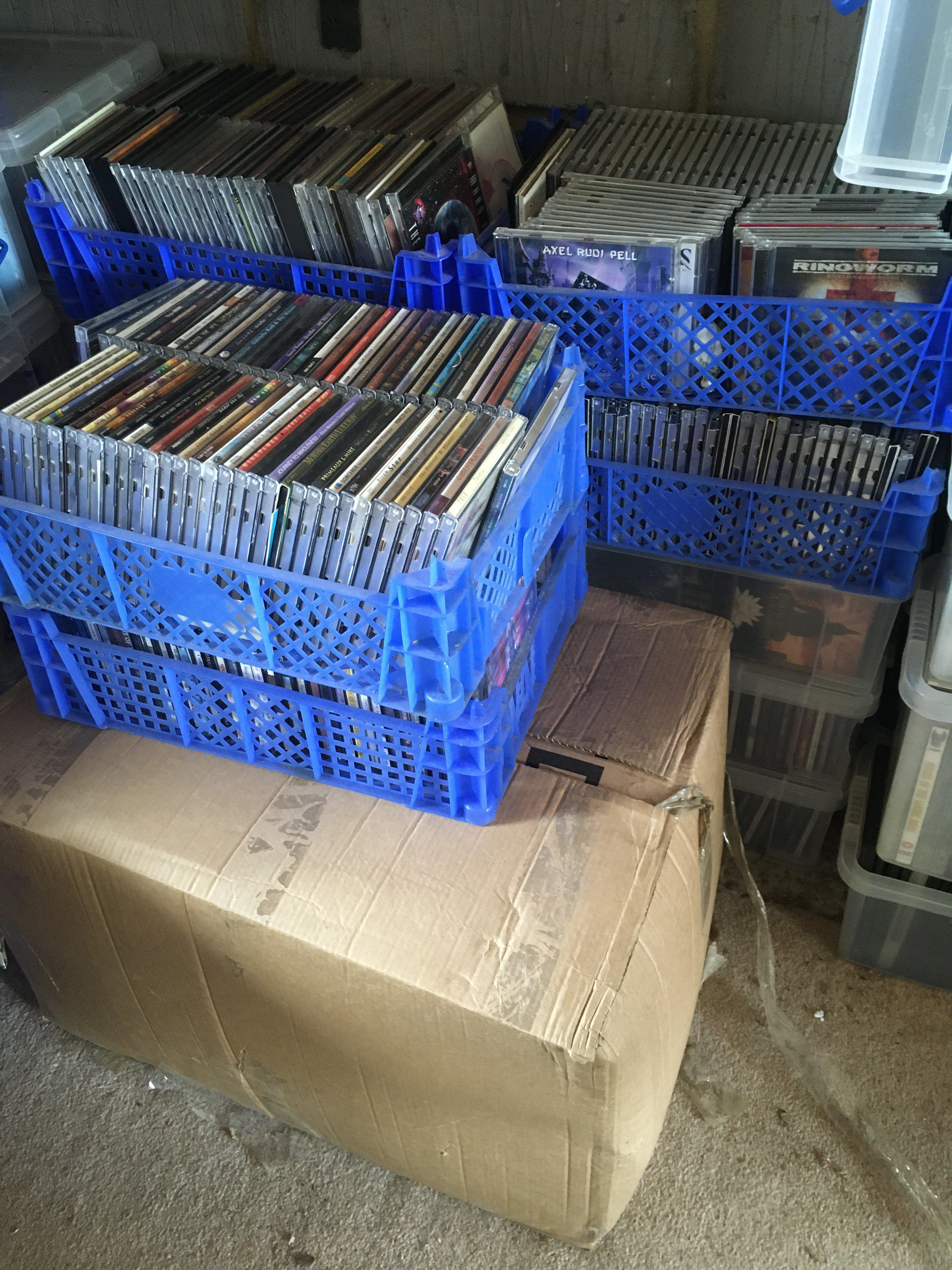 A collection of approx 1000 CDs in crates and boxe
