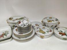 An Extensive Royal Worcester Evesham pattern diner
