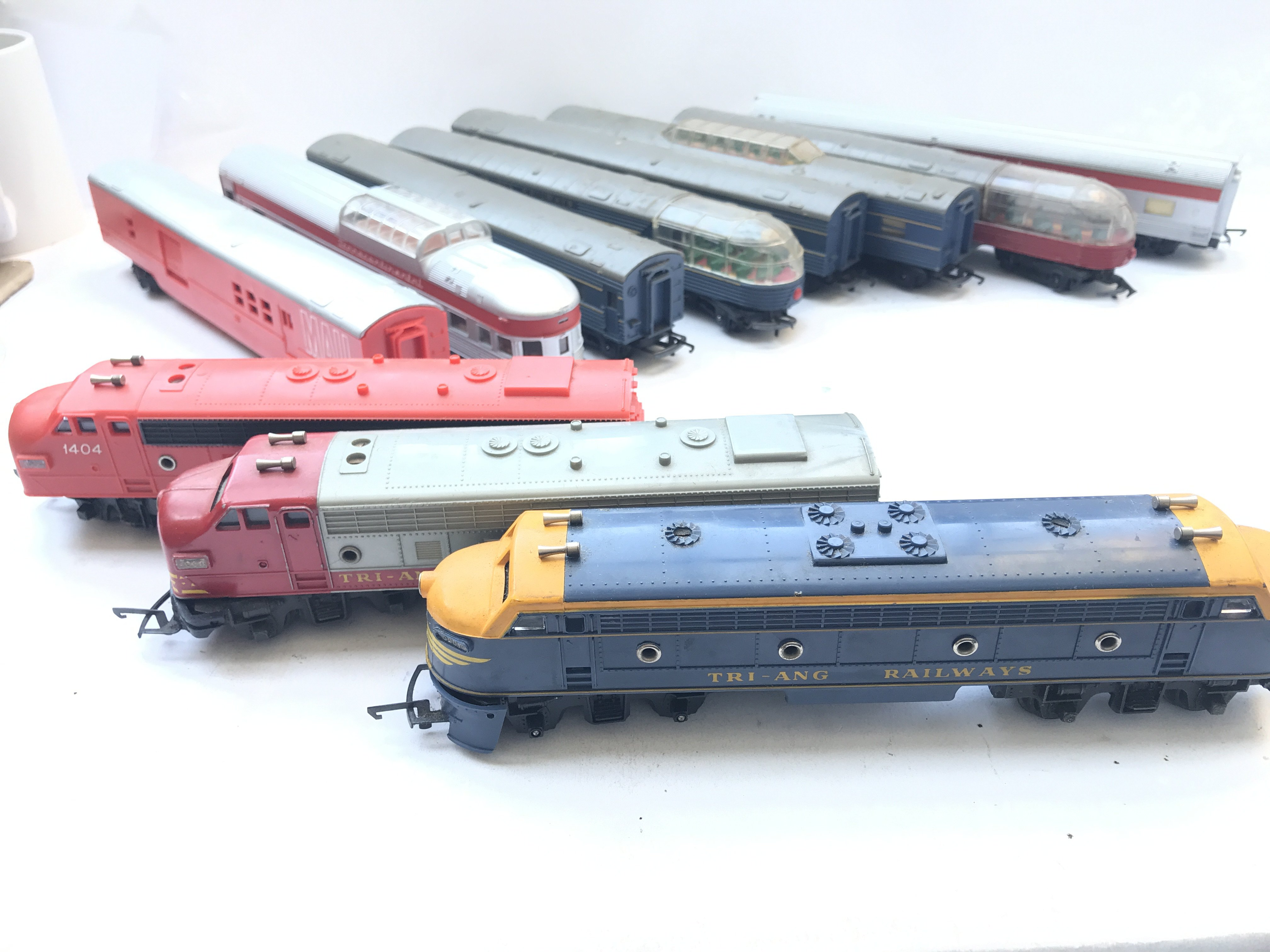 A Box Containing A Collection of 5 Tri-ang Hornby