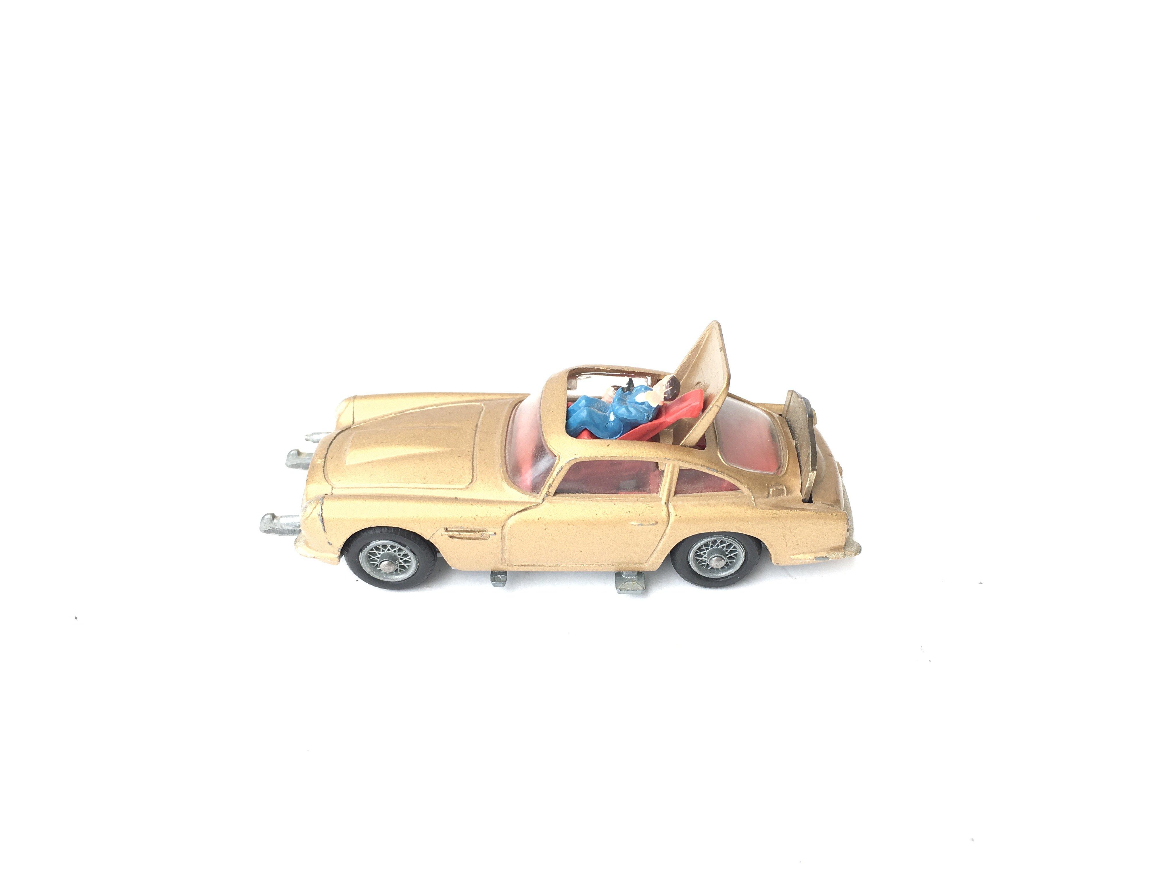 A Boxed Corgi James Bond Aston Martin D.B.5 #261. - Image 5 of 5