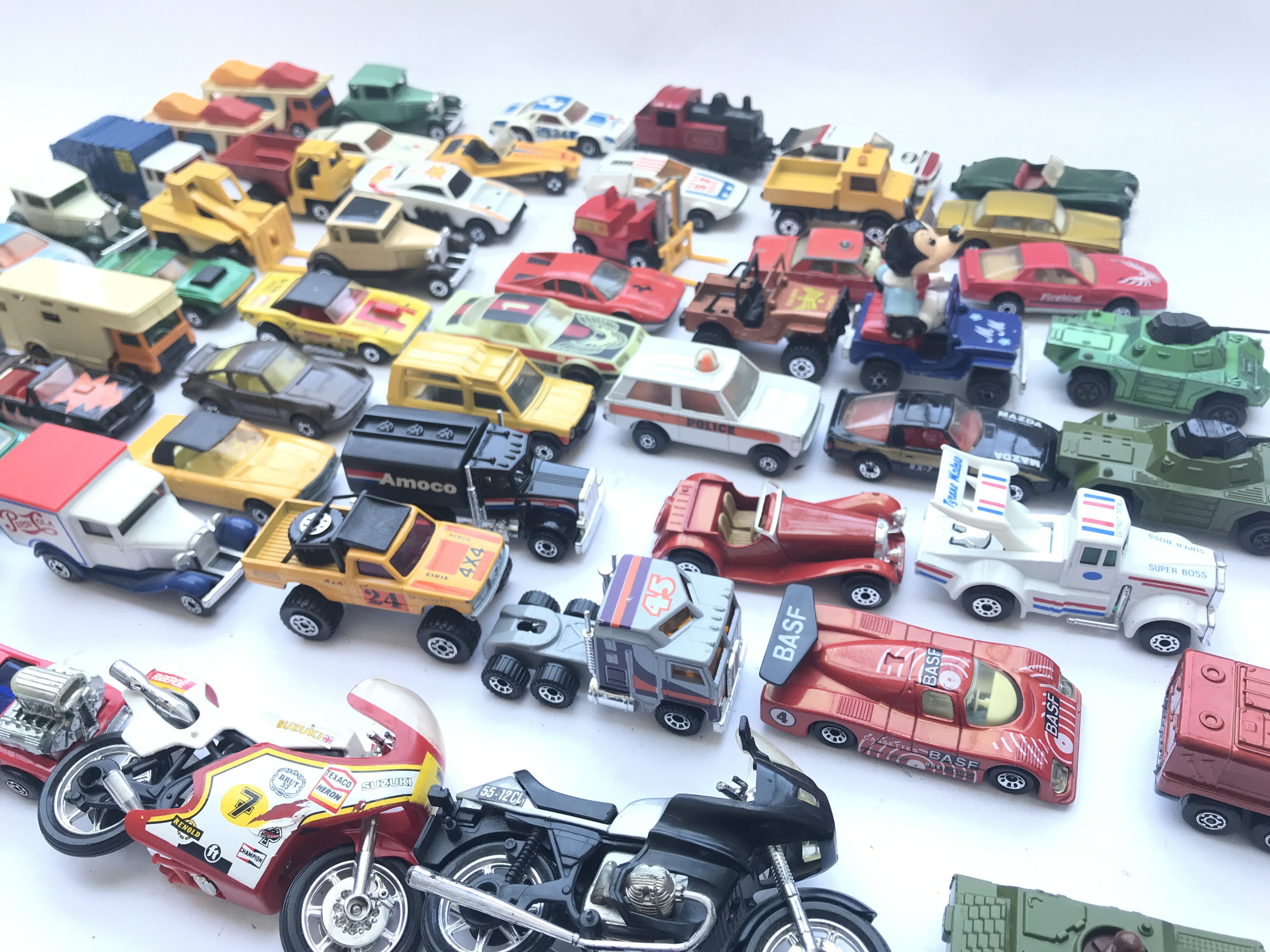 A Collection of Matchbox Diecast Vehicles. Includi