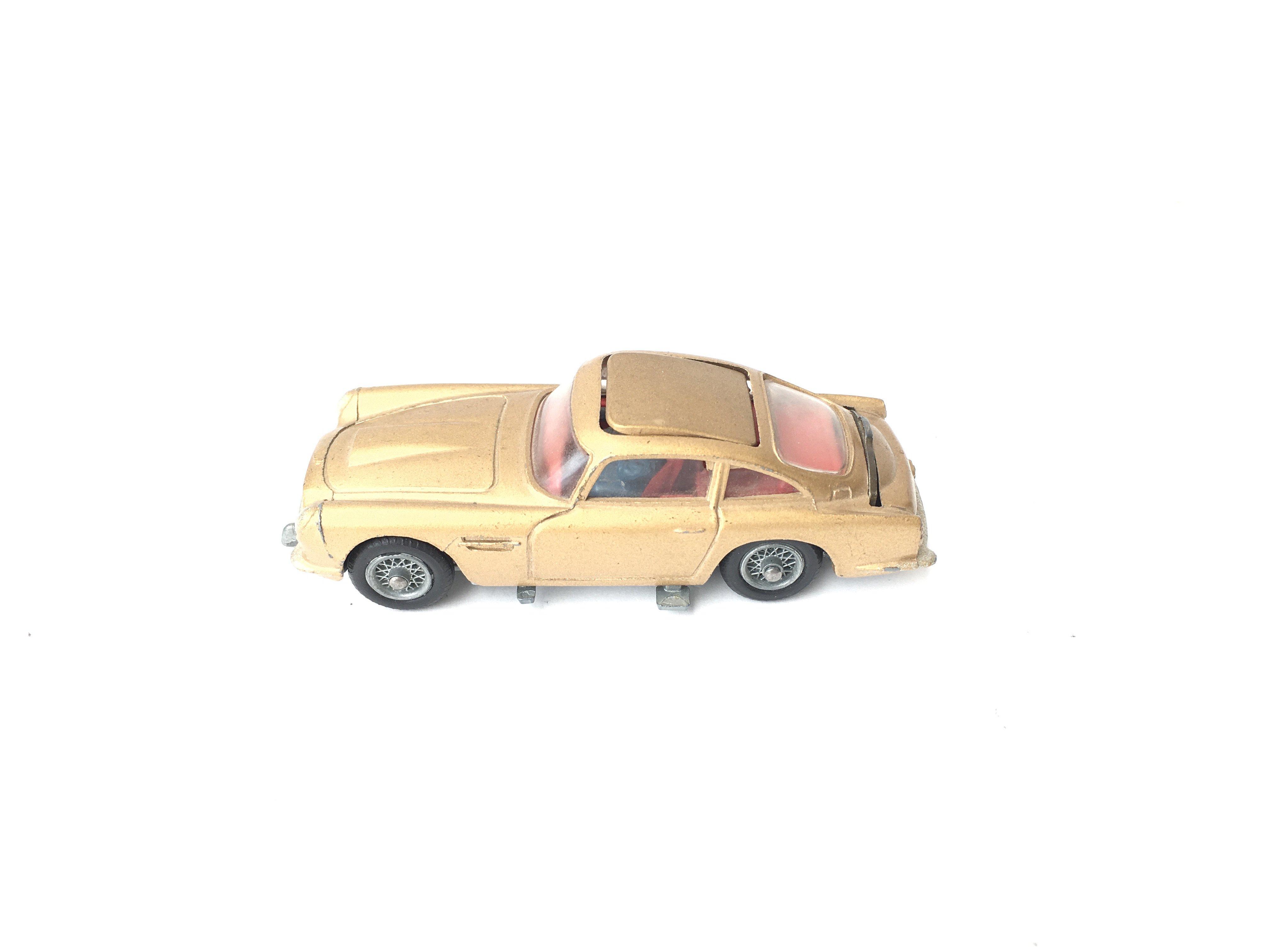 A Boxed Corgi James Bond Aston Martin D.B.5 #261. - Image 4 of 5