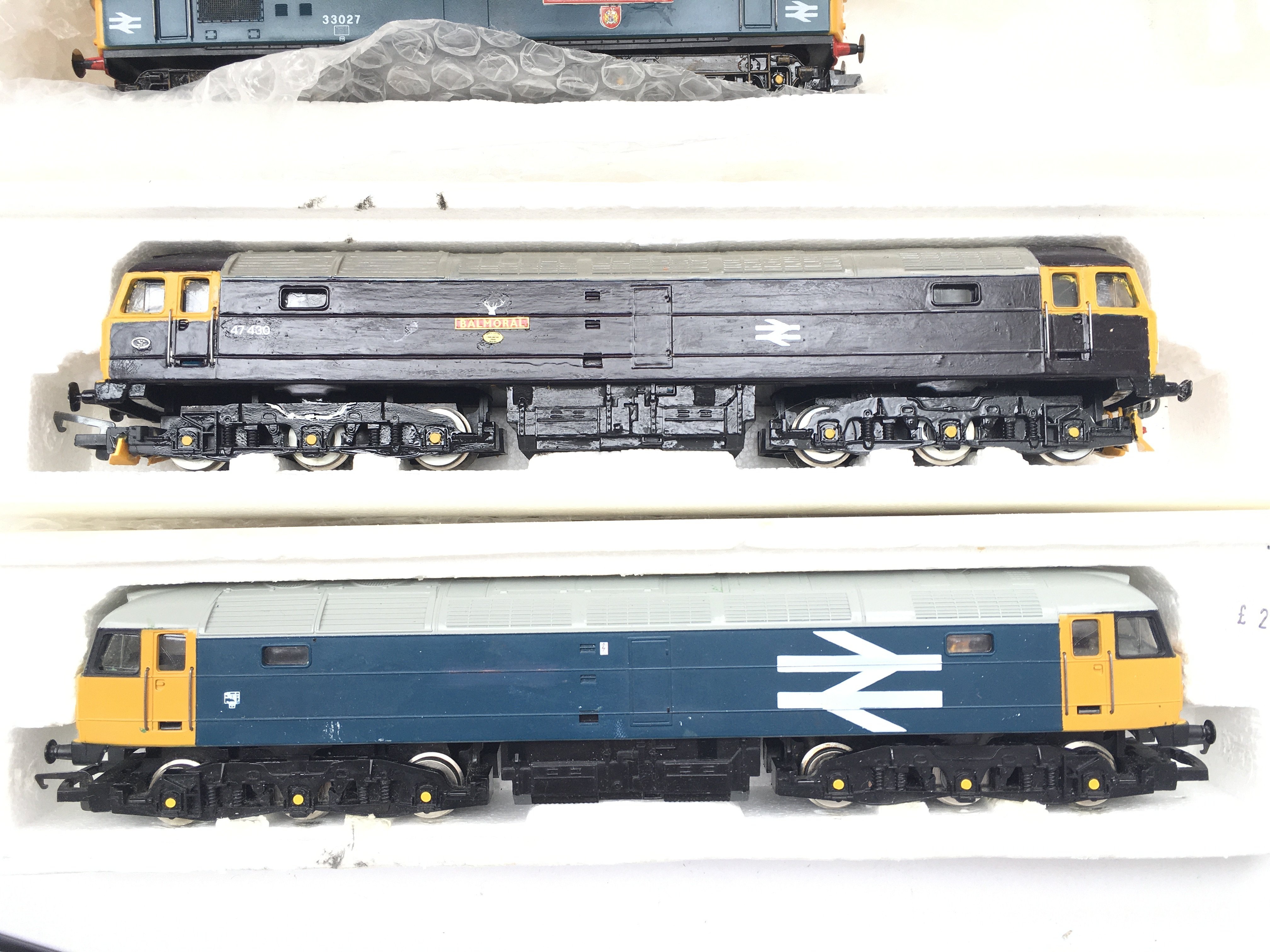 A Collection of 4 X 00 Gauge Locomotives 2 Have Be - Image 2 of 3