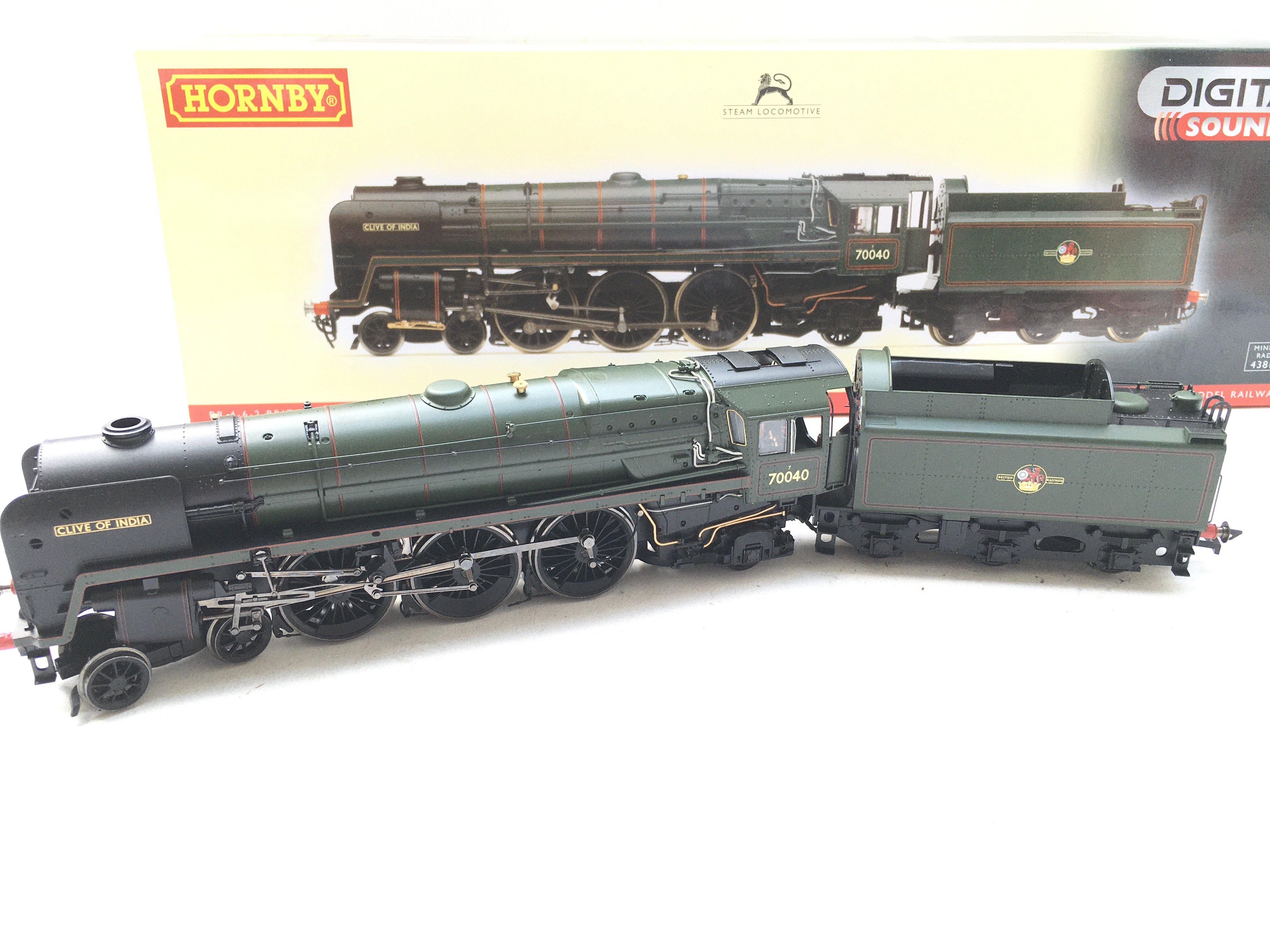 A Boxed Hornby BR 4-6-2 Britannia Class 7MT 'Clive - Image 2 of 2