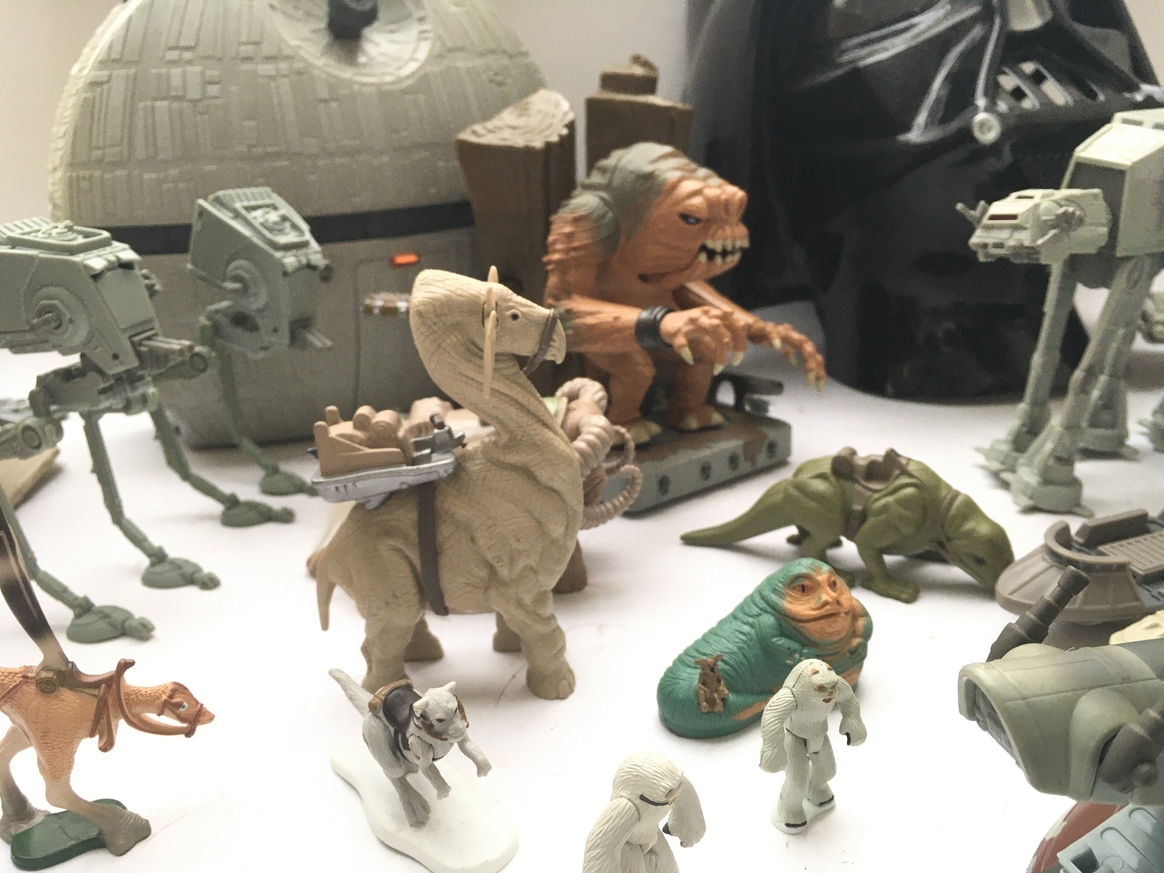 A Box Containing a Collection of Loose Star Wars A - Image 4 of 4
