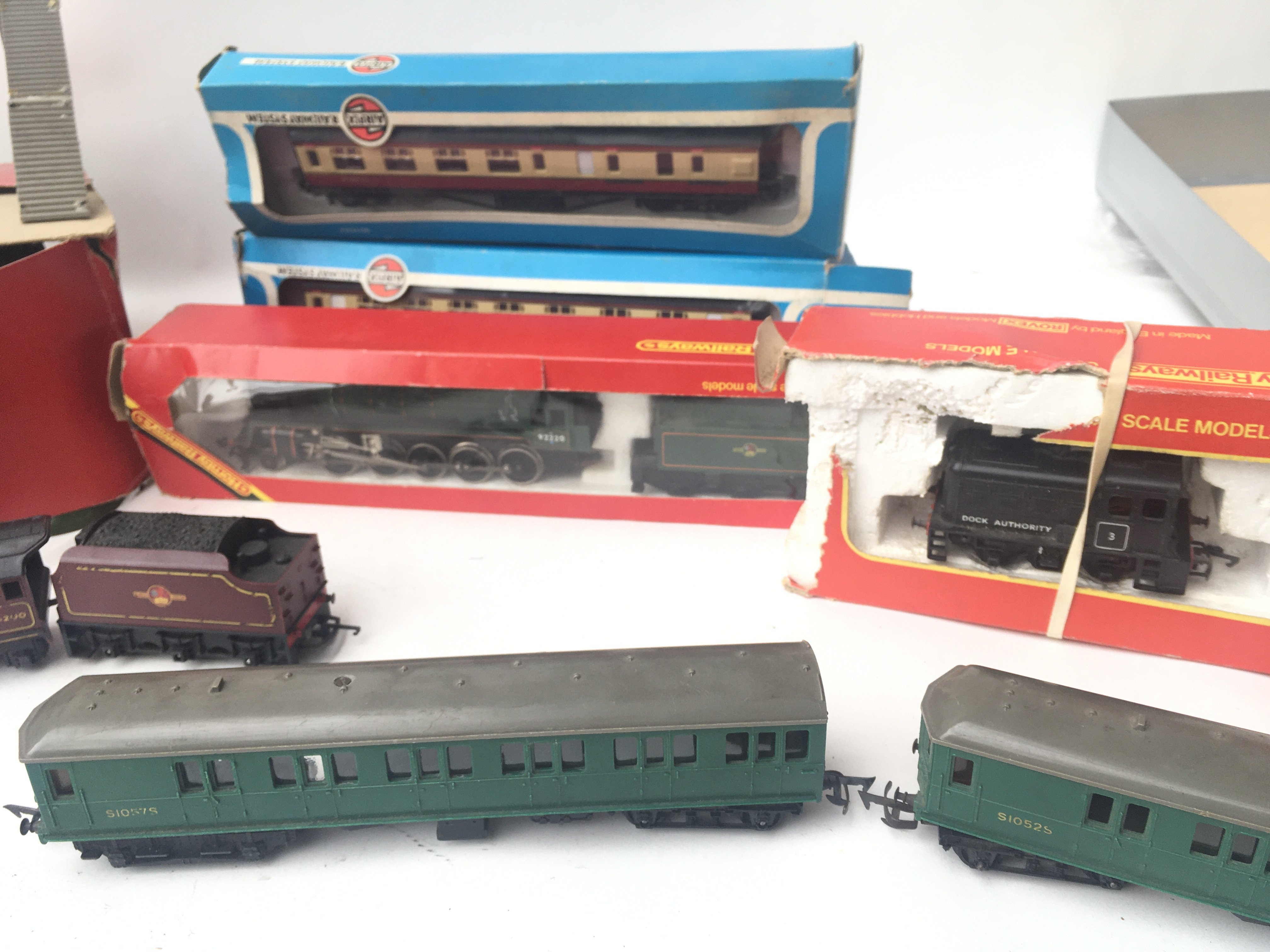 A Box Containing a Collection of Tri-Ang/Hornby/Ai - Image 3 of 3