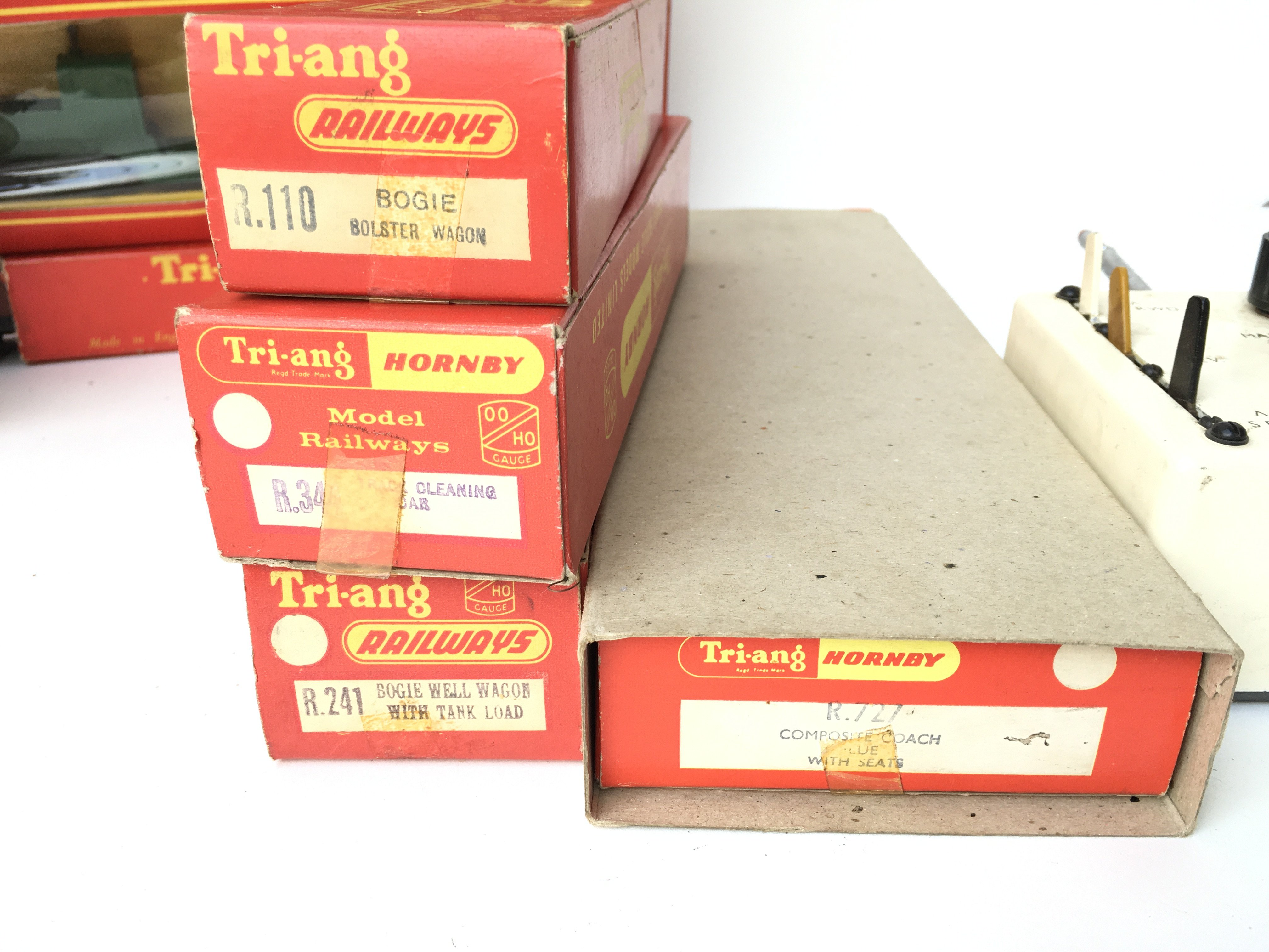 A Box Containing a Collection of Tri-ang Hornby Co - Image 2 of 3