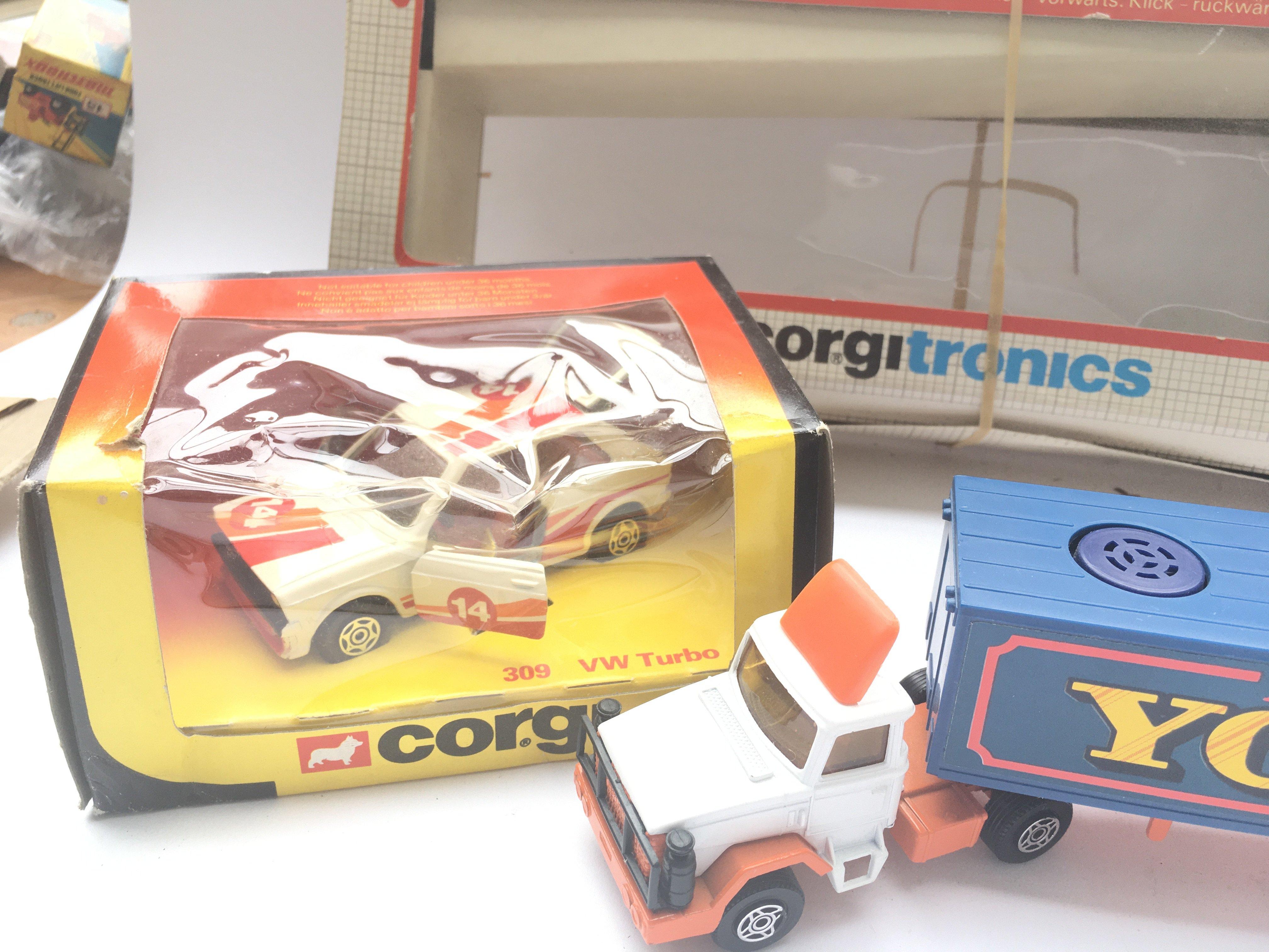 2 x Corgitronic Vehicles #1002 (control missing) a - Image 3 of 4