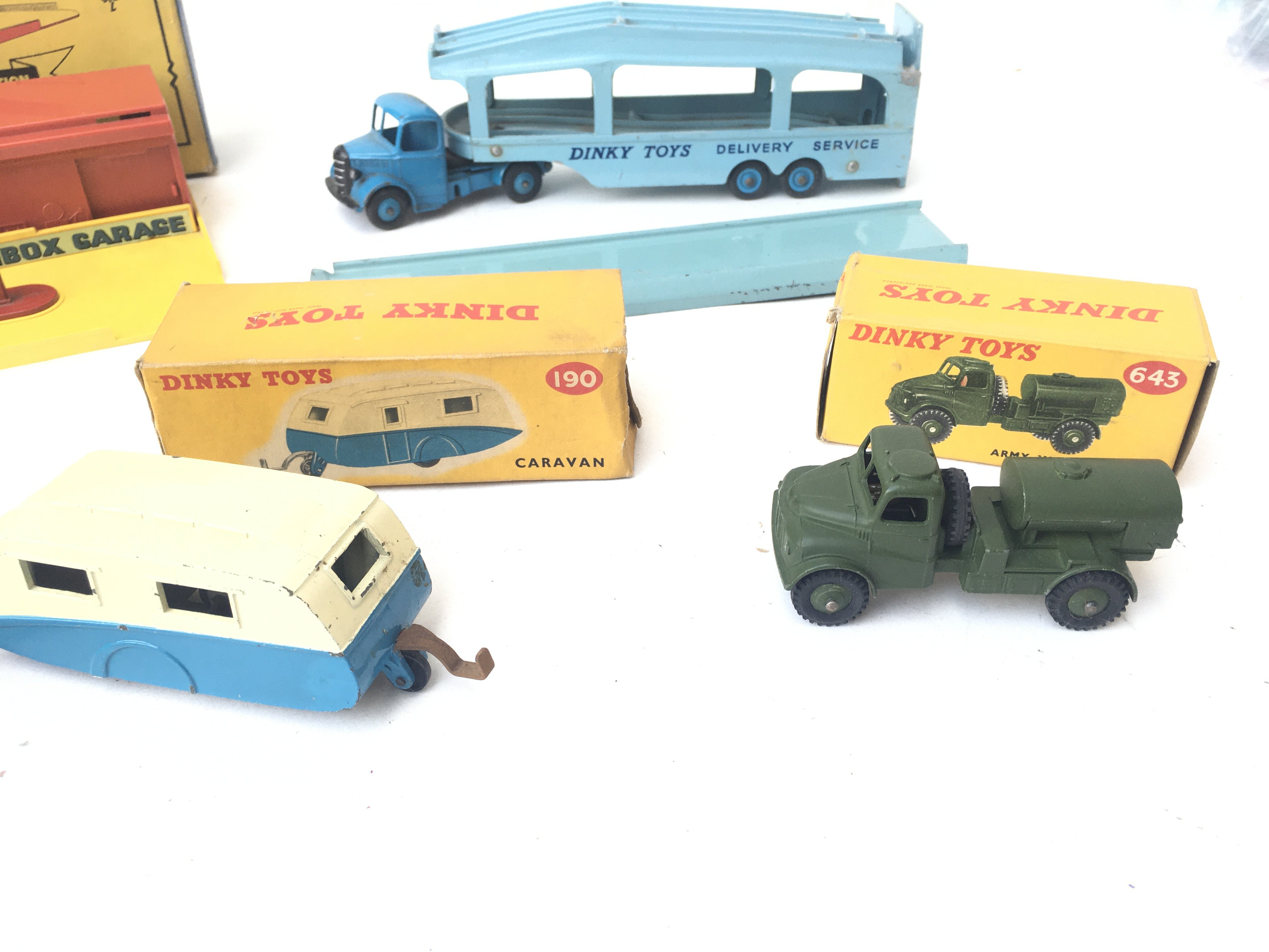 A Boxed Matchbox Showroom and Service Station. A D - Image 2 of 3