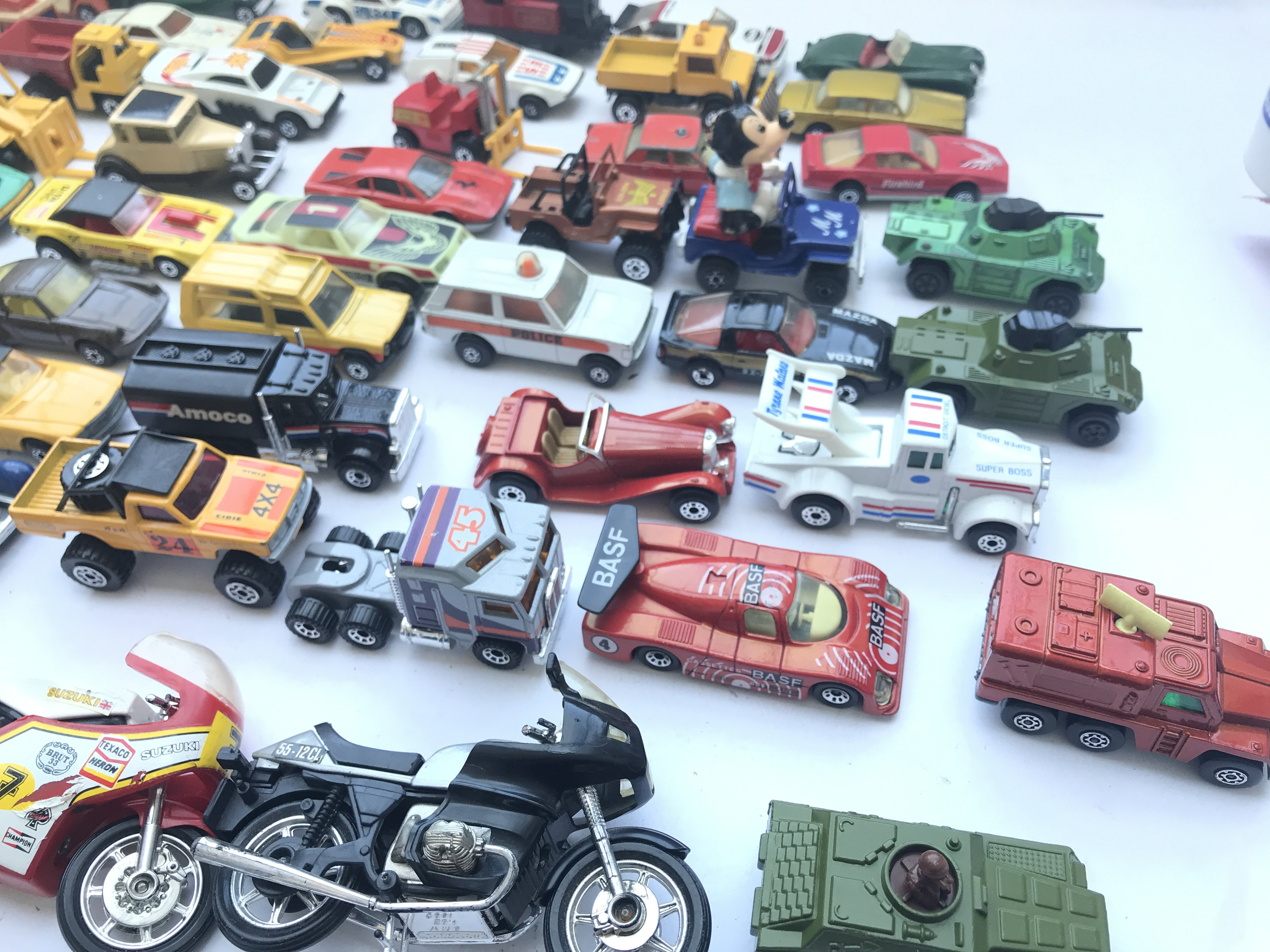 A Collection of Matchbox Diecast Vehicles. Includi - Image 3 of 3