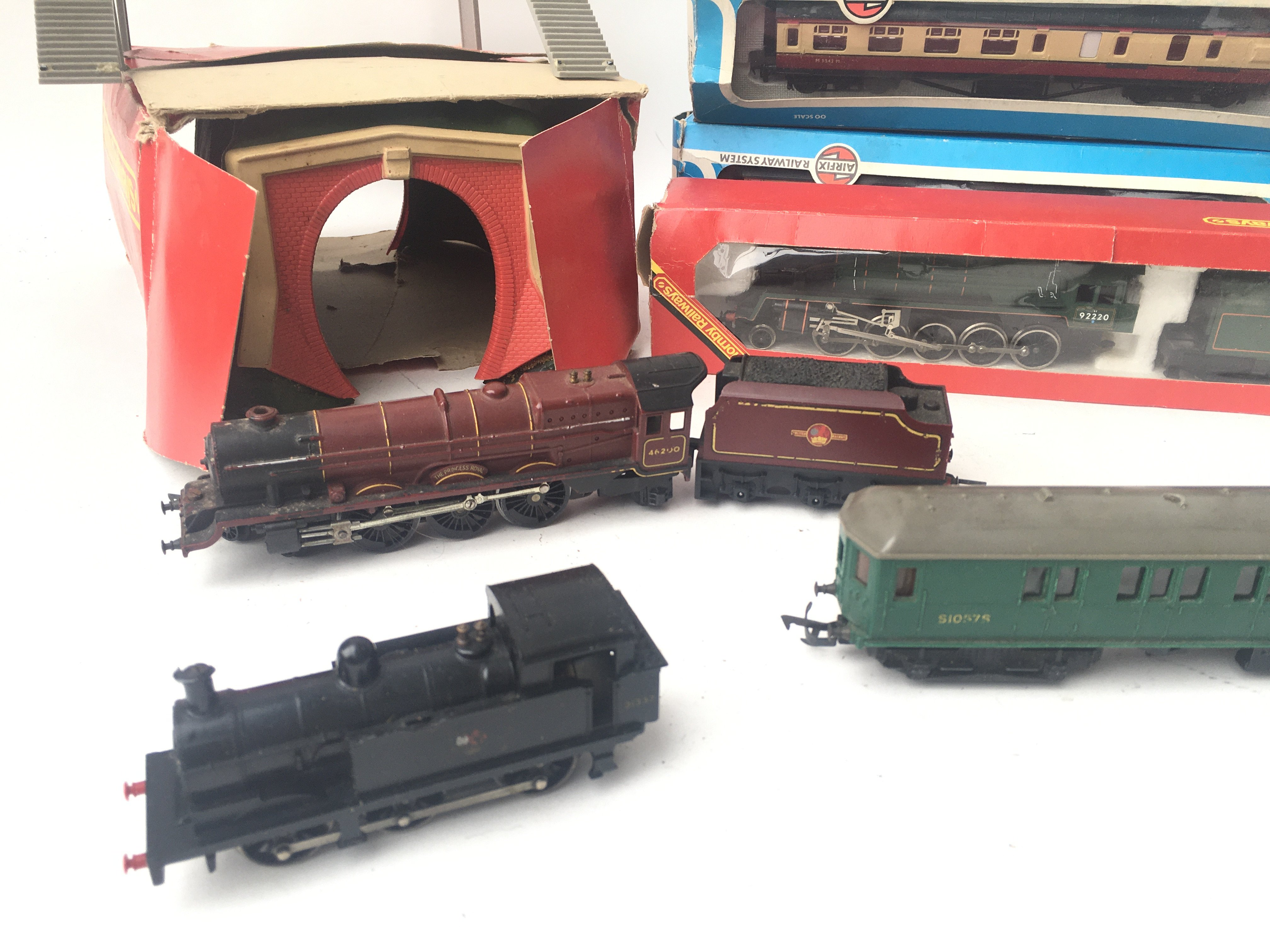 A Box Containing a Collection of Tri-Ang/Hornby/Ai - Image 2 of 3
