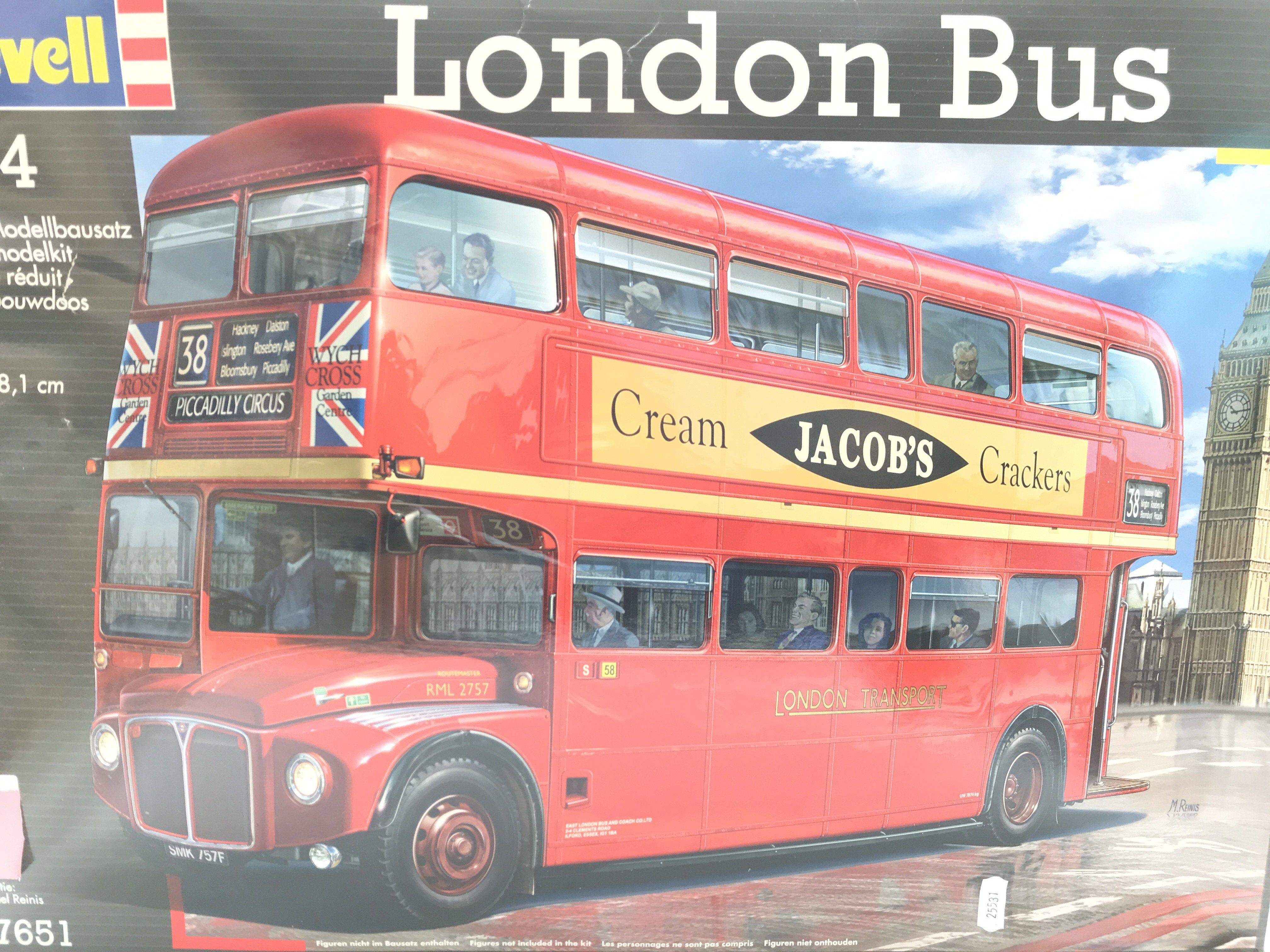 A Boxed and sealed Revell London Bus Scale 1:24