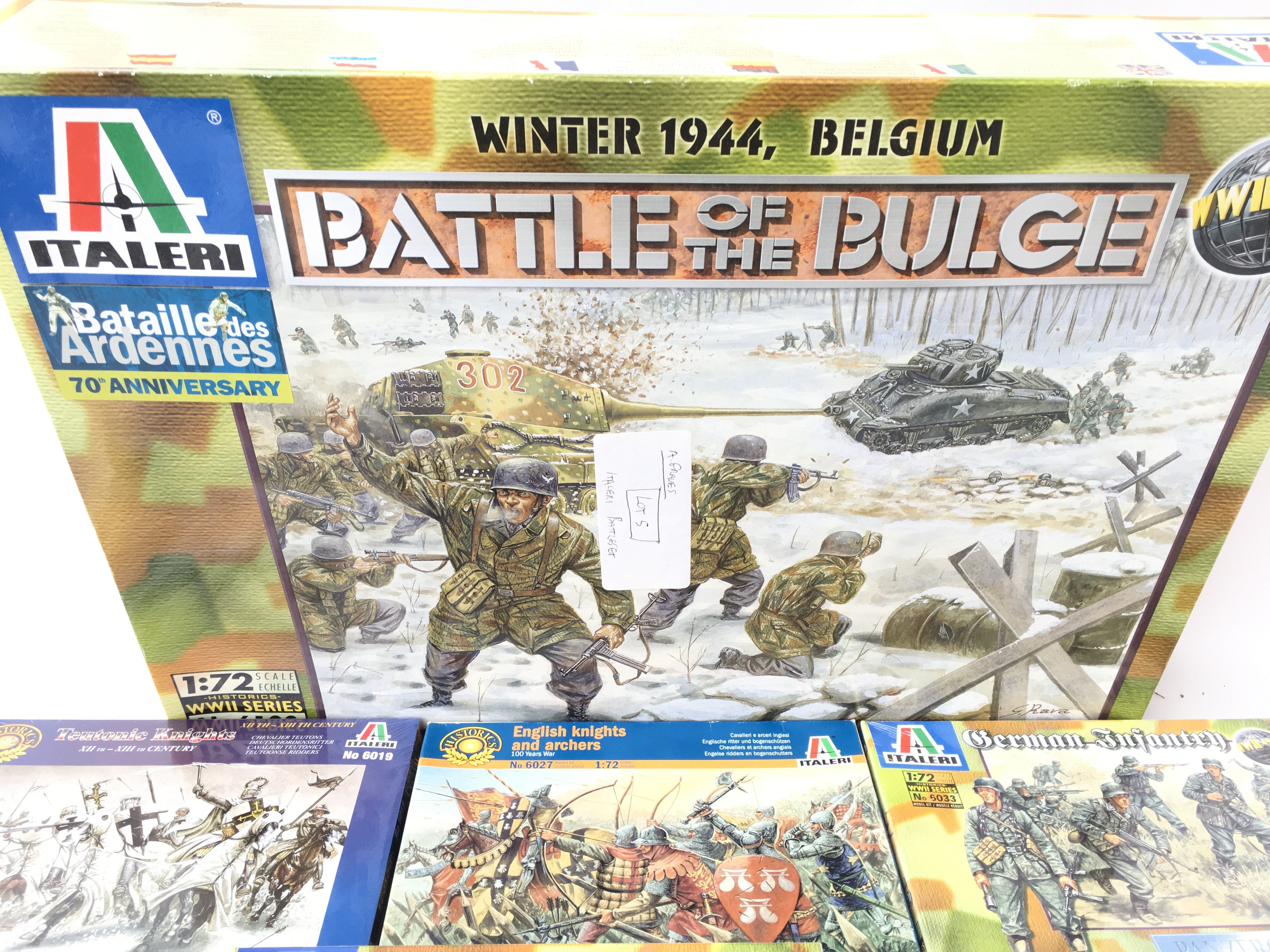 A Collection of Boxed Italeri Plastic Figures Plus - Image 2 of 4