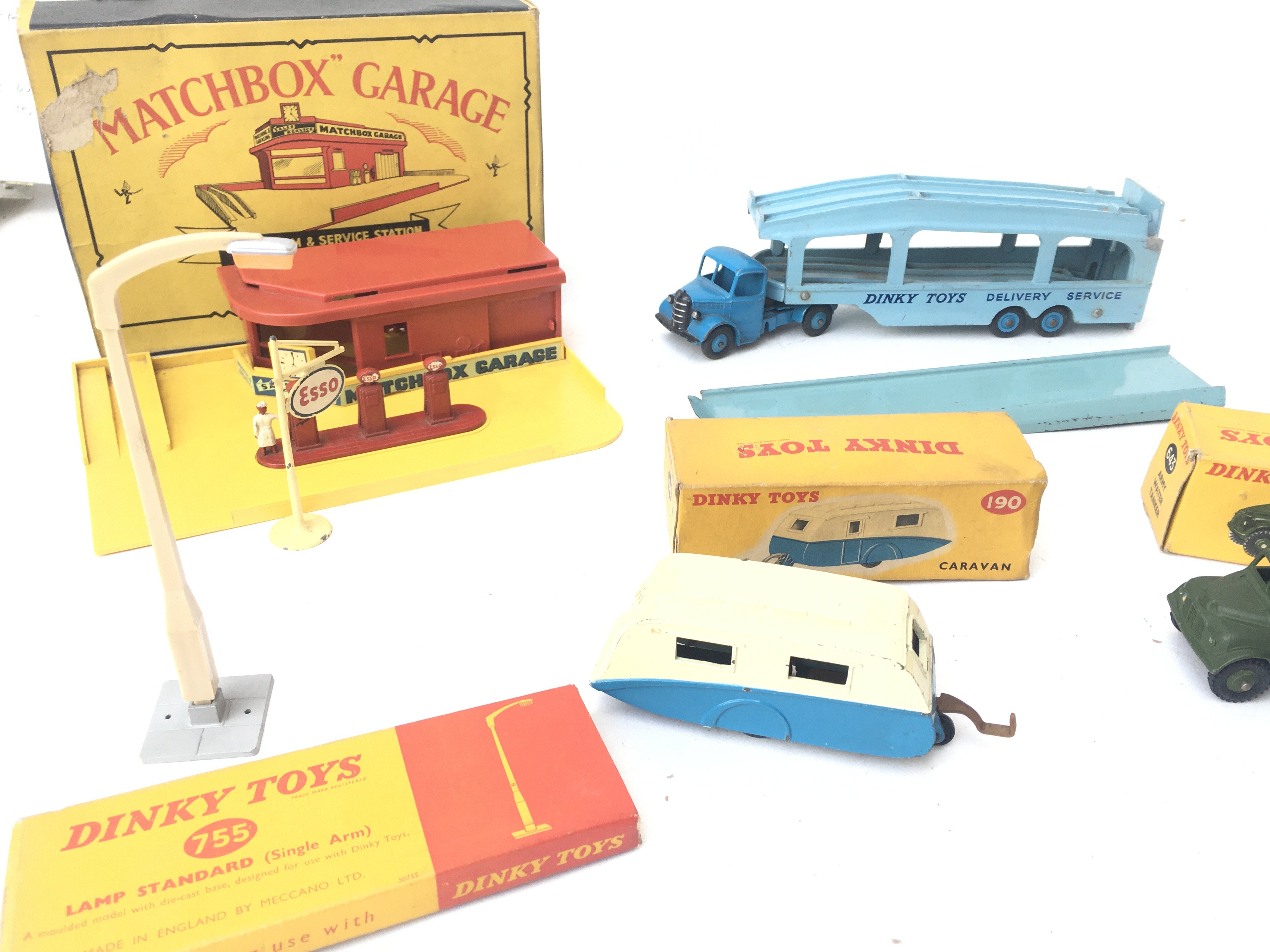 A Boxed Matchbox Showroom and Service Station. A D - Image 3 of 3