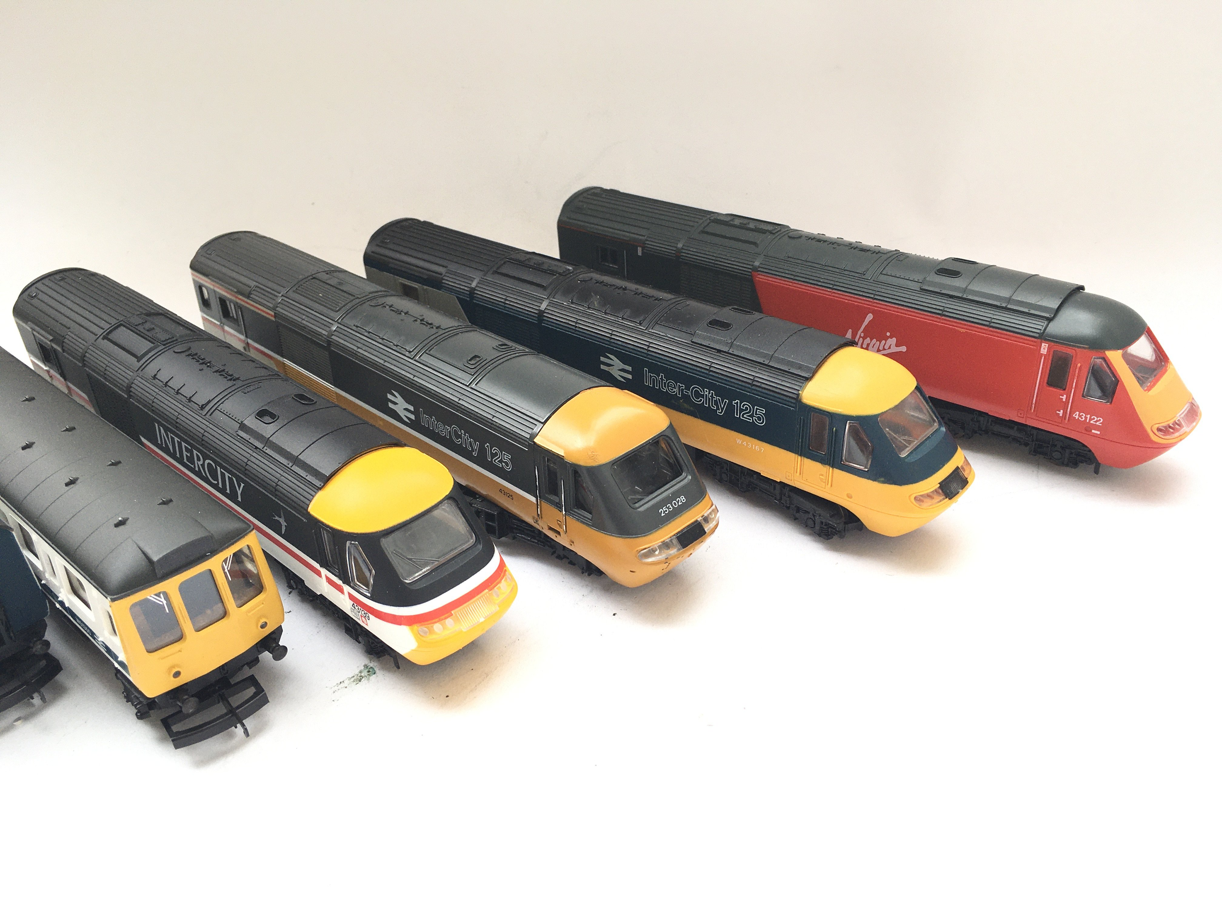 A Collection of 4 X 00 gauge Locomotives 1Dummy an - Image 2 of 3