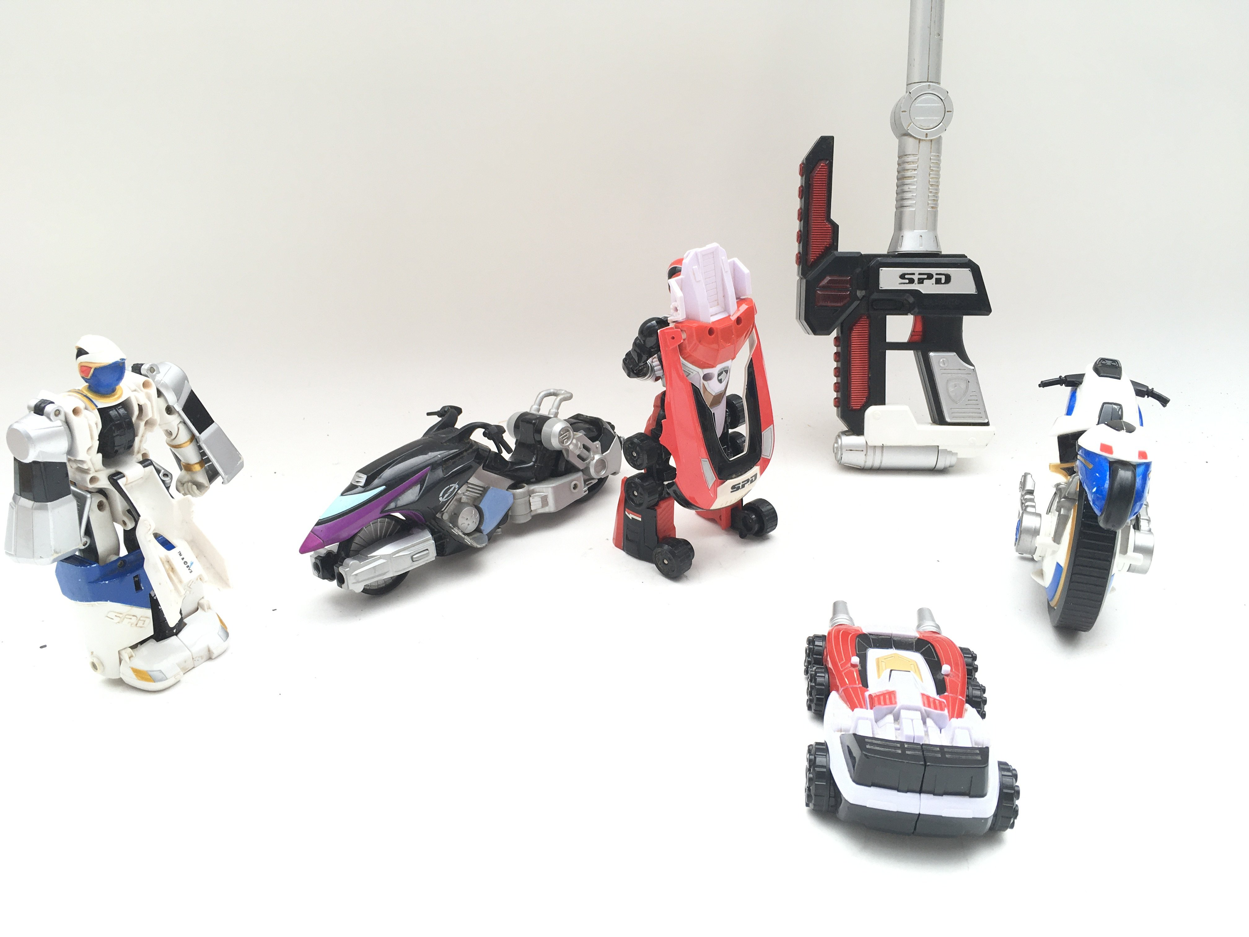 Collection of playworn power rangers SPD figures and vehicles. - Image 3 of 3