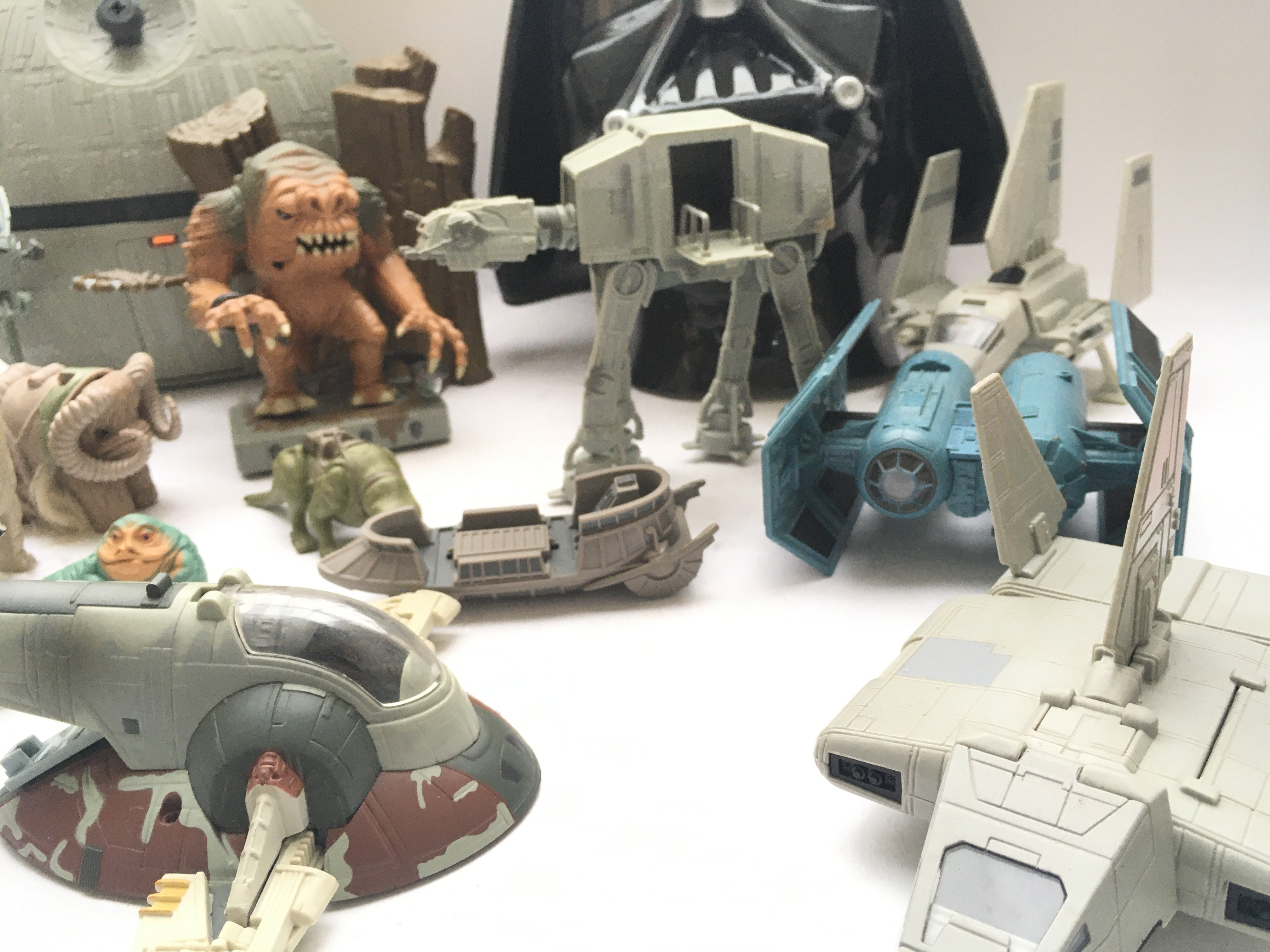A Box Containing a Collection of Loose Star Wars A - Image 3 of 4