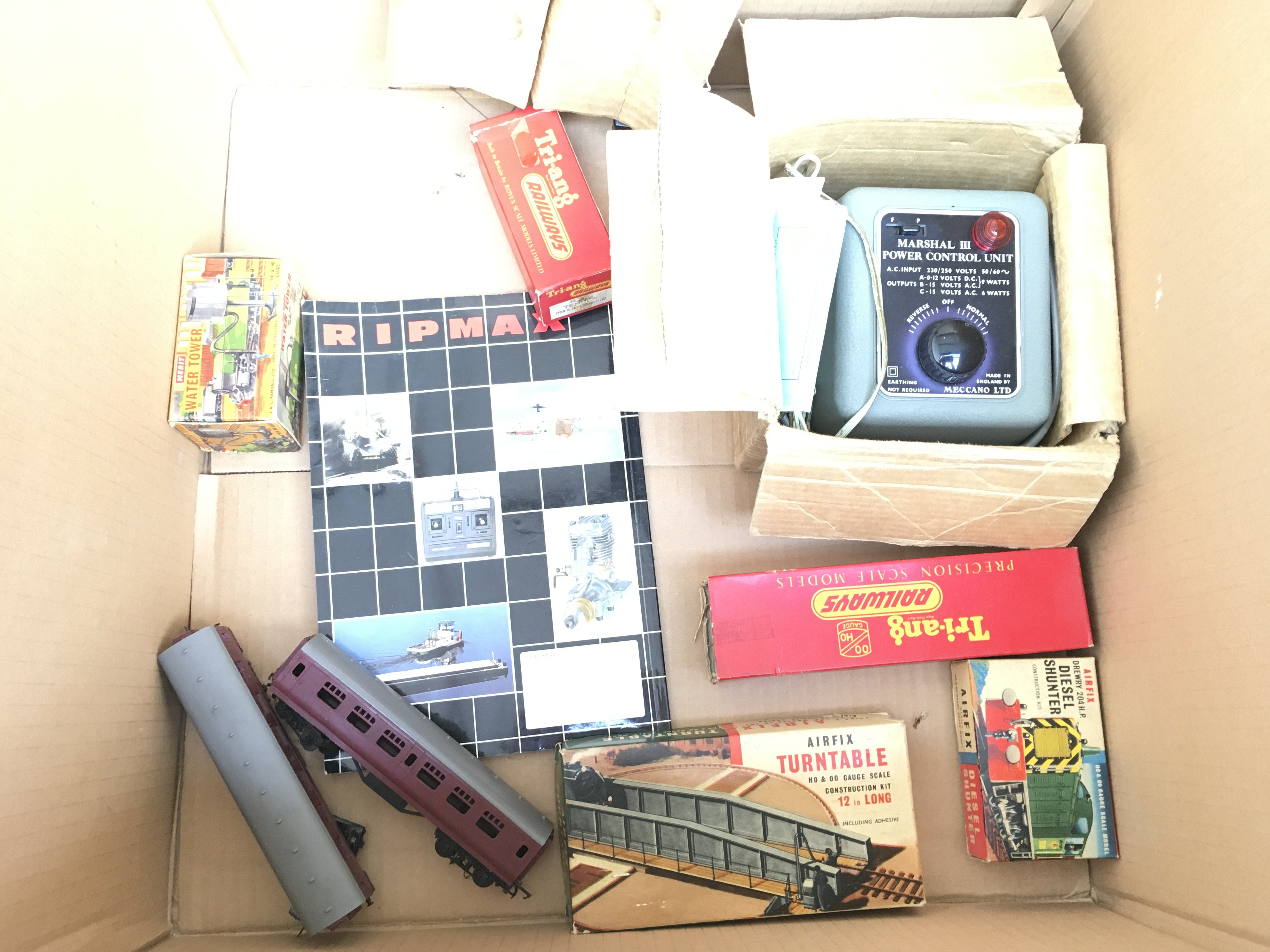 A Box Containing a Collection of Tri-ang Hornby Co - Image 3 of 3