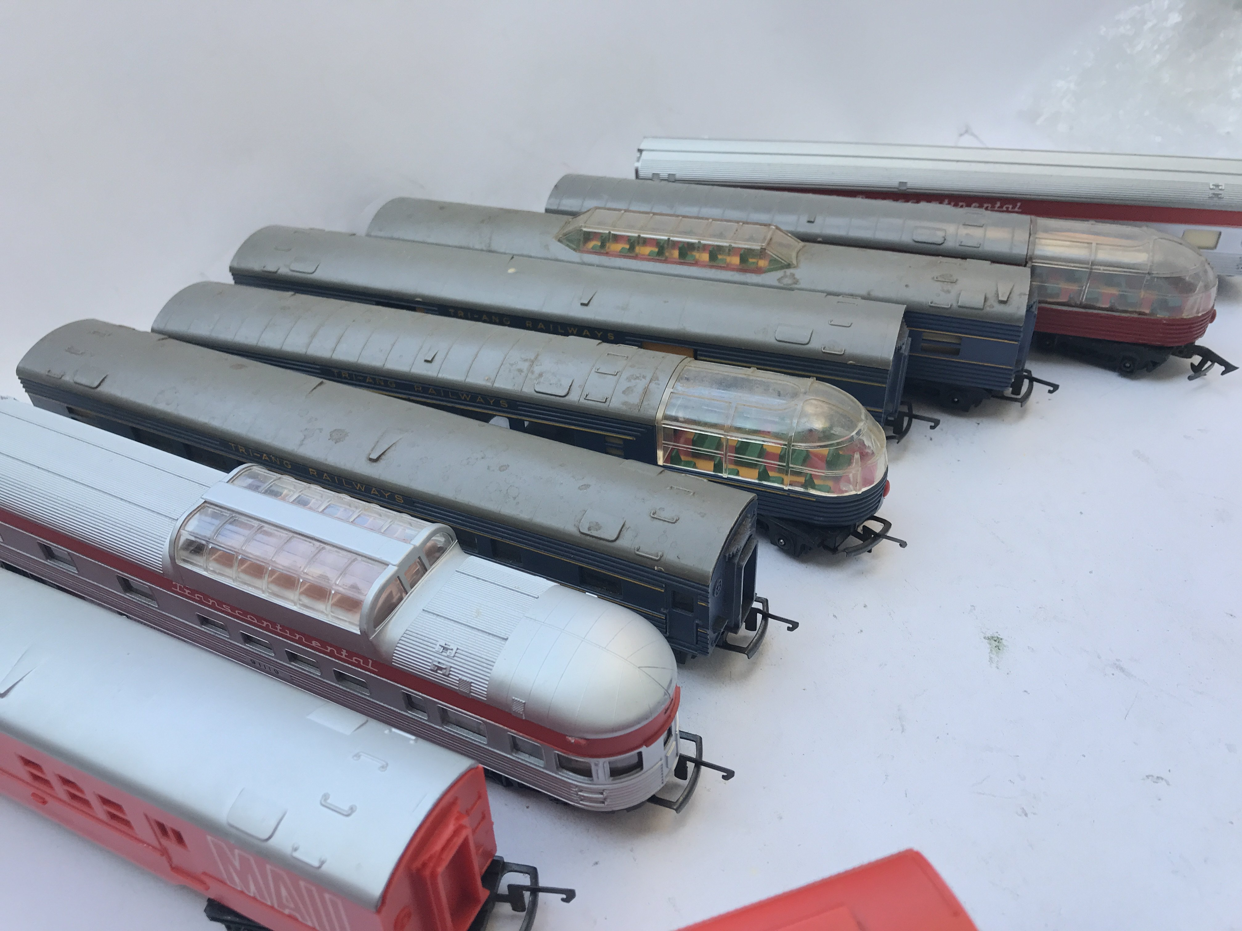 A Box Containing A Collection of 5 Tri-ang Hornby - Image 3 of 4