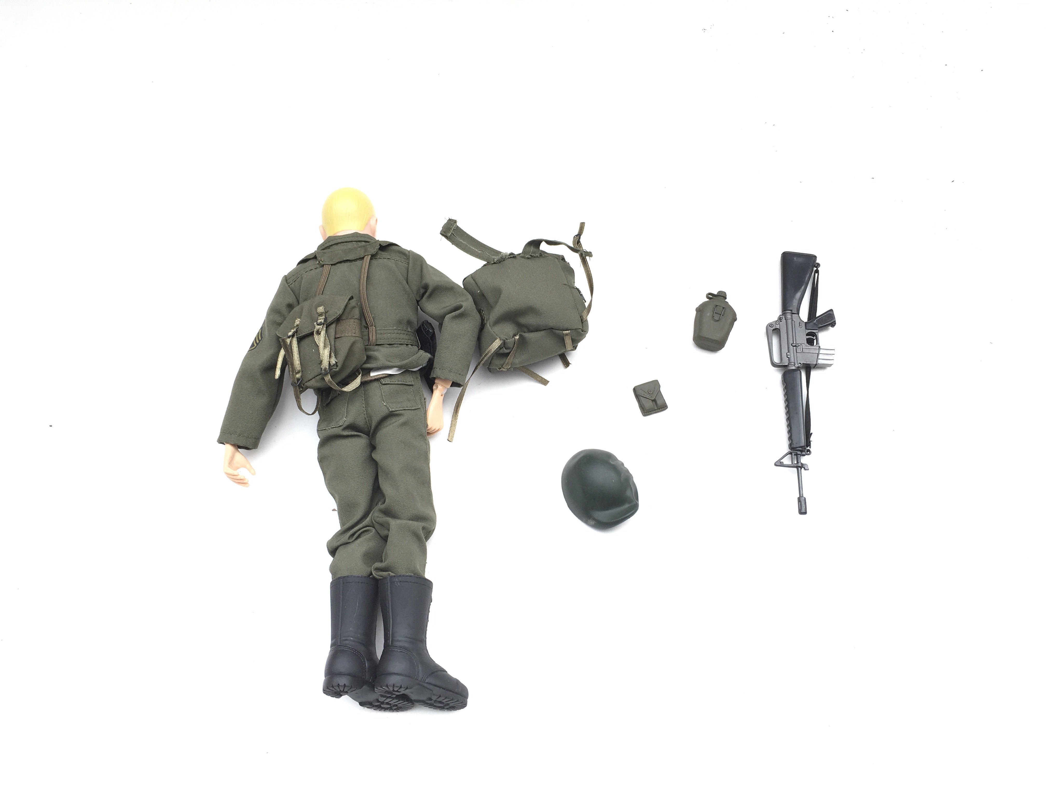 Action figure with accessories. - Image 2 of 2