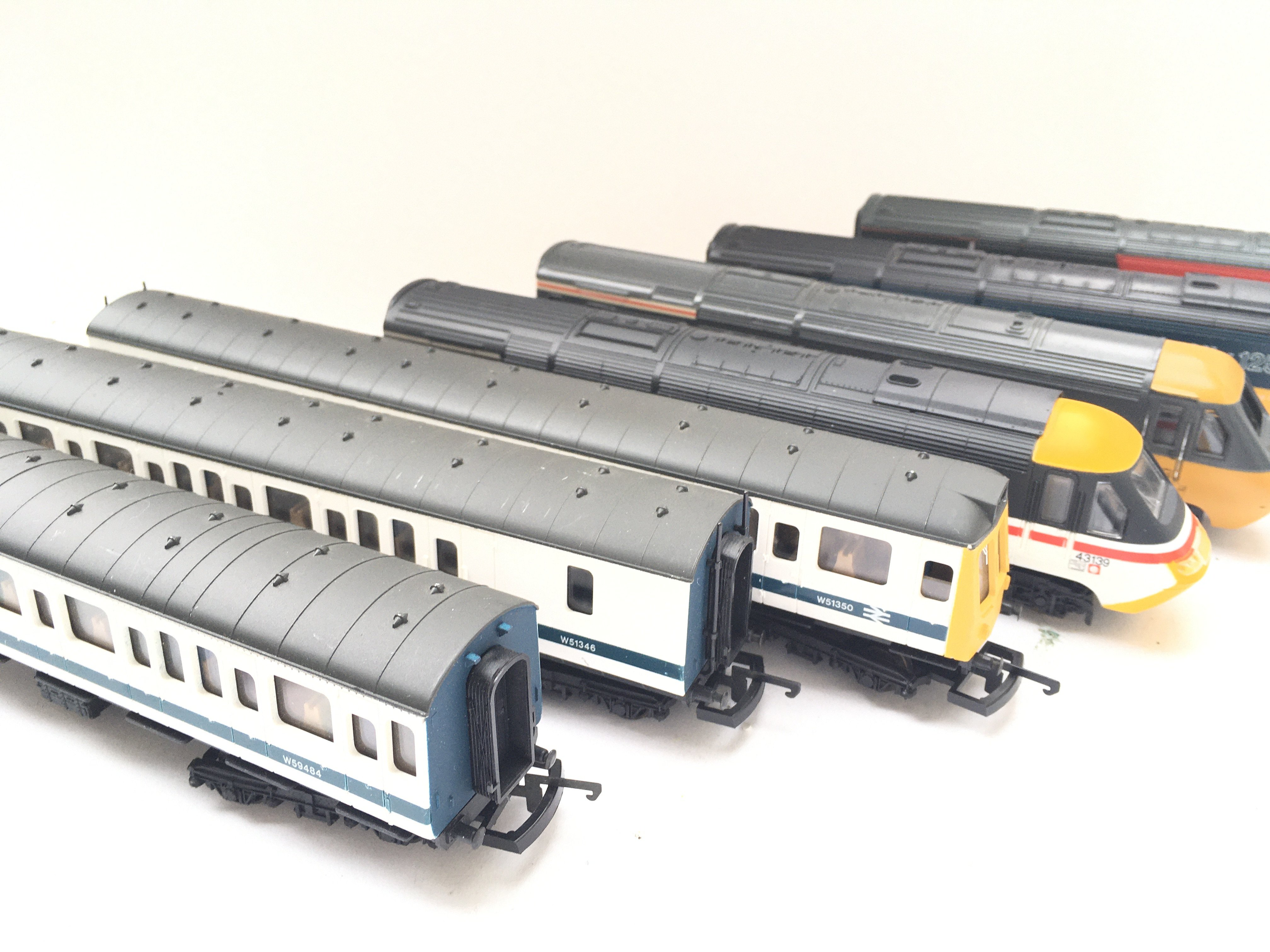 A Collection of 4 X 00 gauge Locomotives 1Dummy an - Image 3 of 3