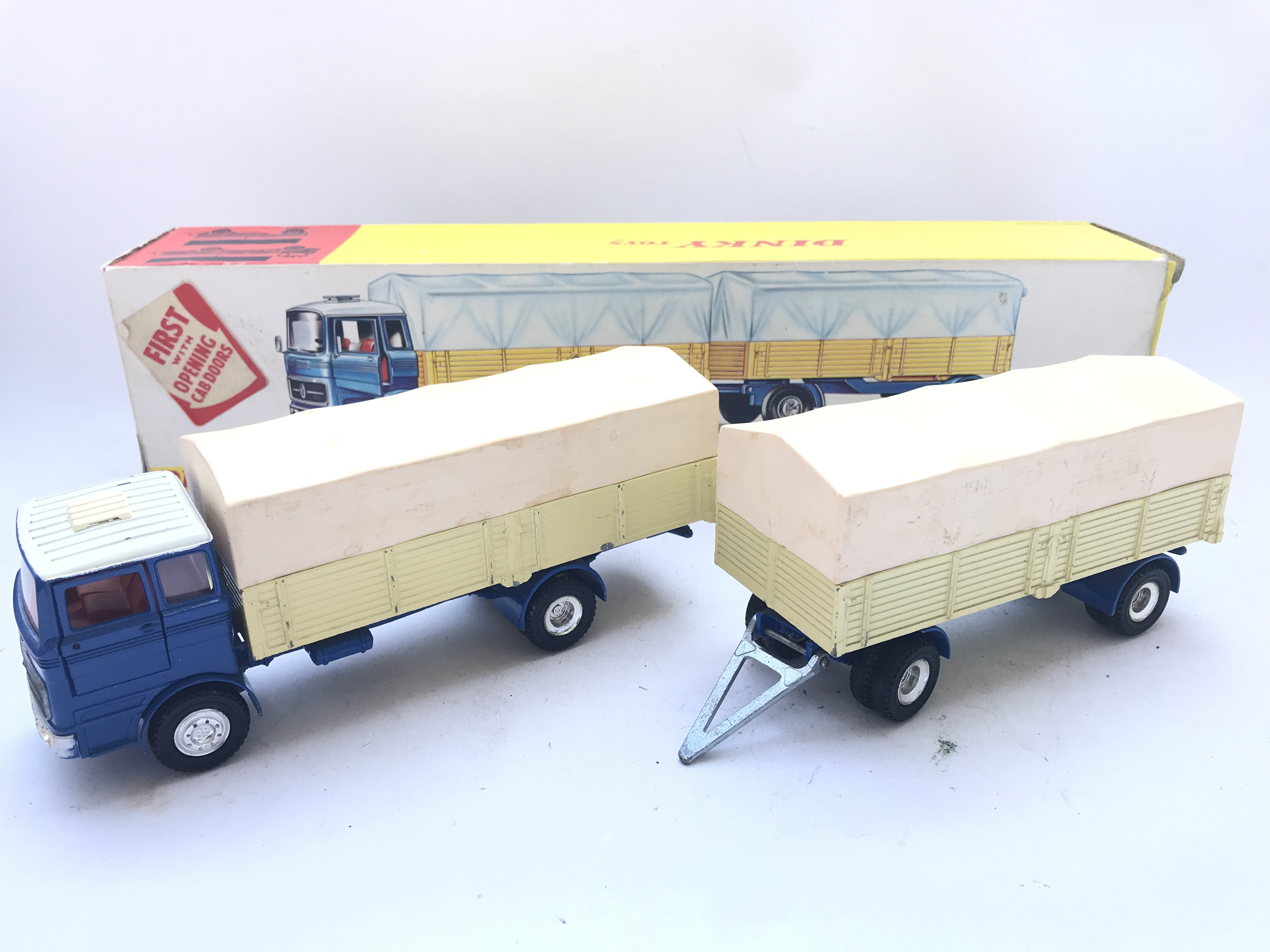A Boxed Dinky Toys Mercedes-Benz Truck and Trailer - Image 2 of 2