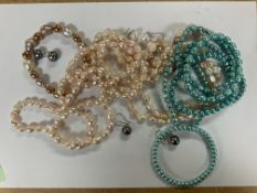 A collection of Pearl jewellery (3 necklaces, 2 br